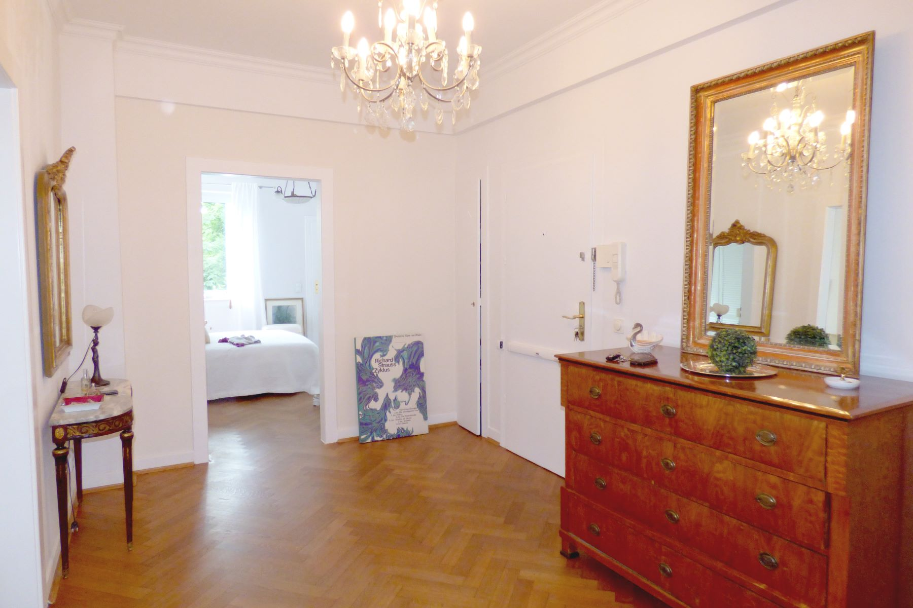 Apartments for Sale at Elegant Spacious 1 Bedroom Apartment Dusseldorf, Nordrhein-Westfalen 40237 Germany