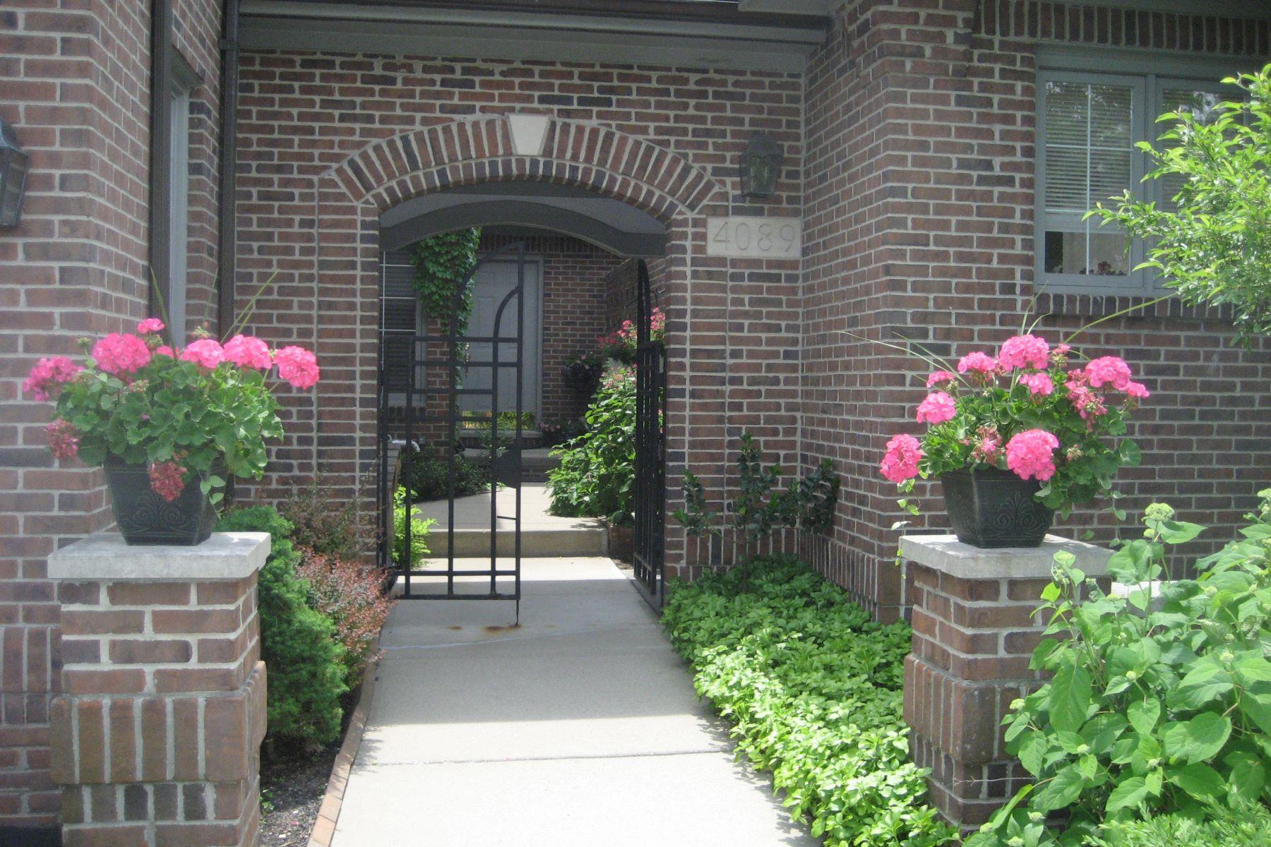 Piso por un Venta en Bloomfield 4089 Cranbrook Court Unit 2, Bldg 4 Bloomfield, Michigan, 48301 Estados Unidos