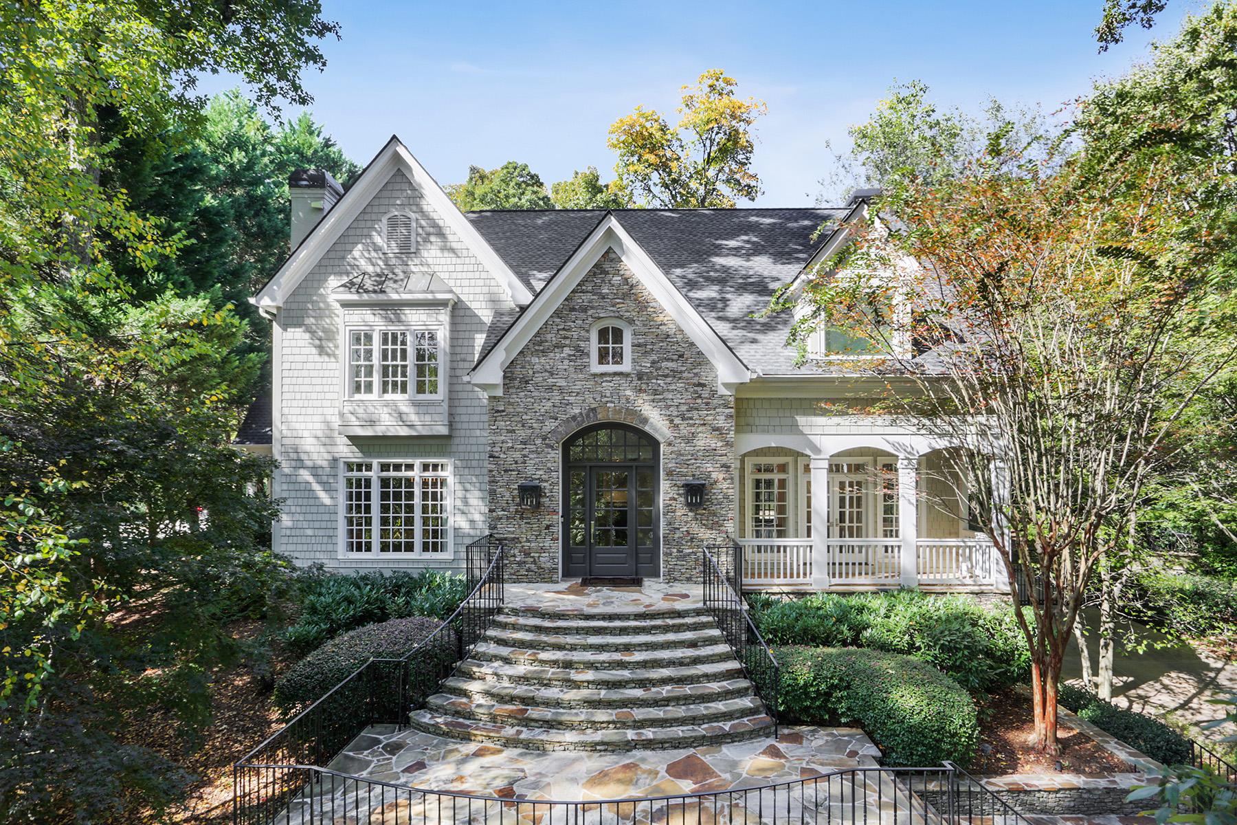 Single Family Homes для того Продажа на Timeless Elegance 4412 Club Drive NE, Atlanta, Джорджия 30319 Соединенные Штаты