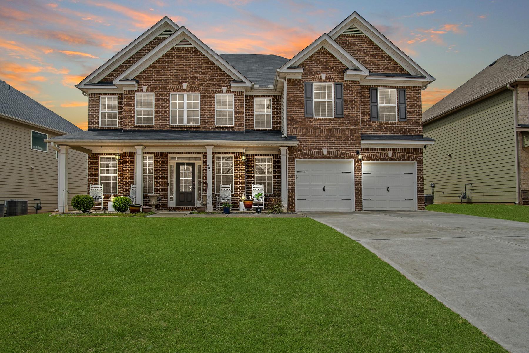 Single Family Homes per Vendita alle ore Luxurious Smart Home Boasting an Array of Premium Upgrades 264 Allgood Trace Acworth, Georgia 30101 Stati Uniti