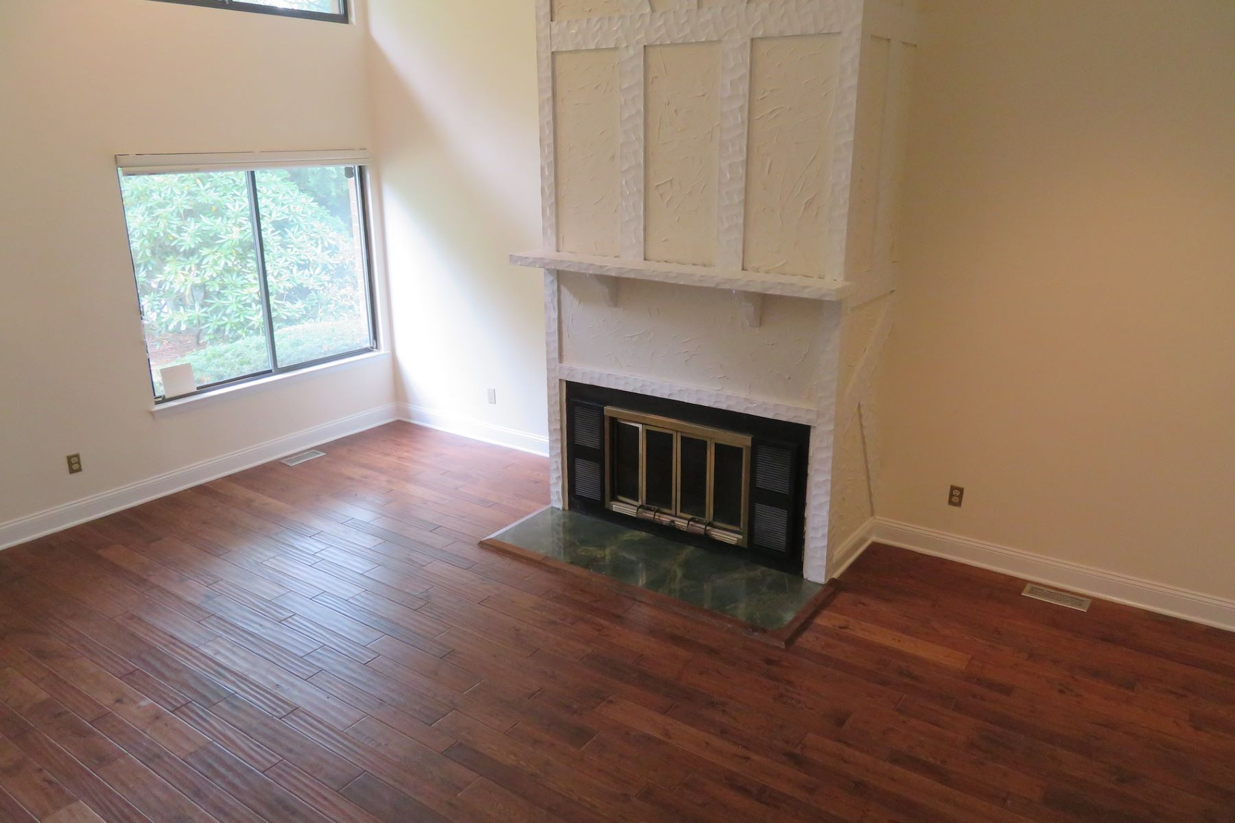 Townhouse for Rent at 31 The Hamlet Pelham, New York 10803 United States