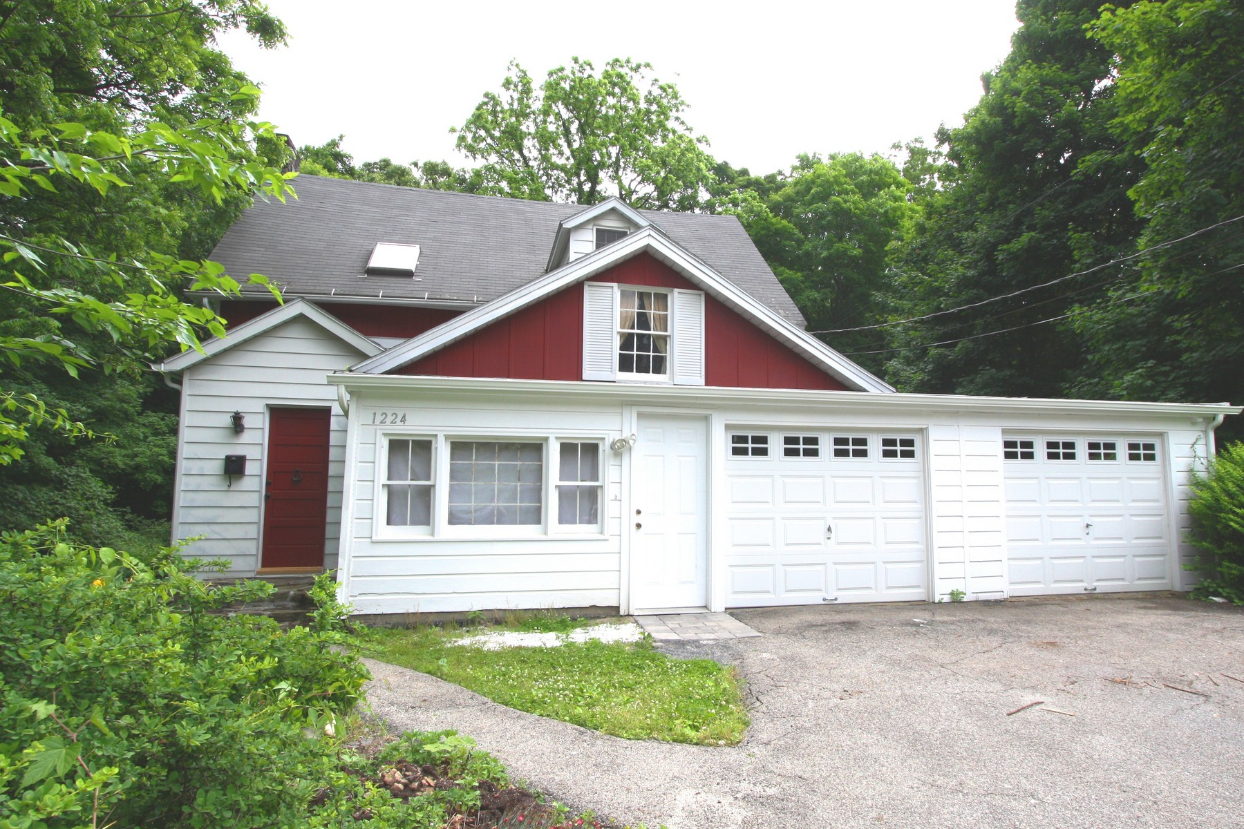 Single Family Homes for Active at Secluded Hilltop Charmer 1224 Seymour Lane Peekskill, New York 10566 United States