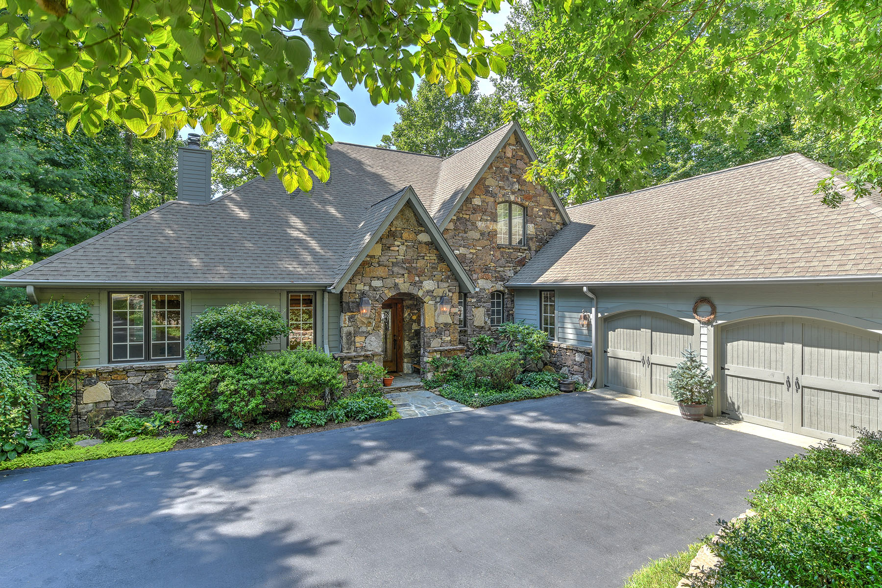 Single Family Homes for Sale at CHAMPION HILLS 159 Chattooga Run Hendersonville, North Carolina 28739 United States