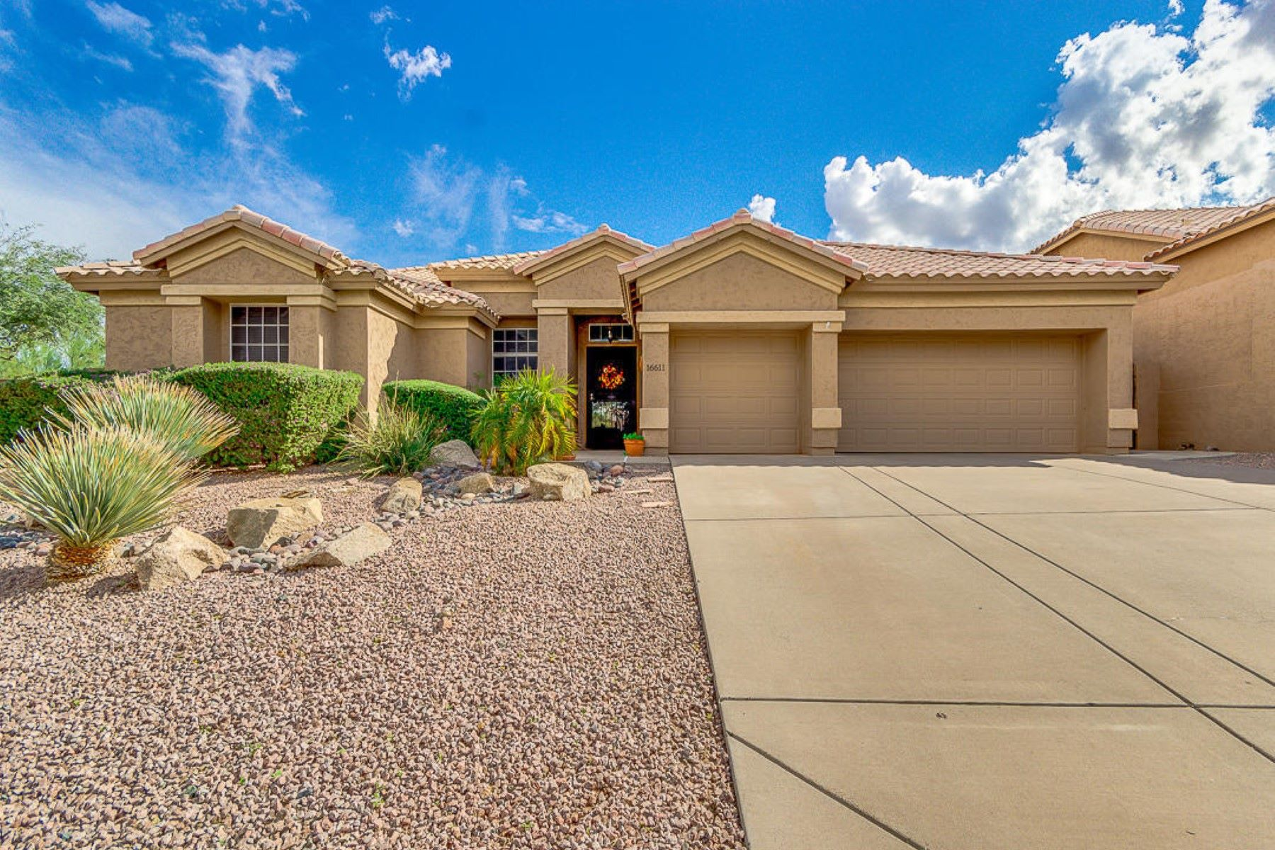 独户住宅 为 销售 在 Stunning Single Level Home 16611 S 18TH WAY 菲尼克斯(凤凰城), 亚利桑那州 85048 美国