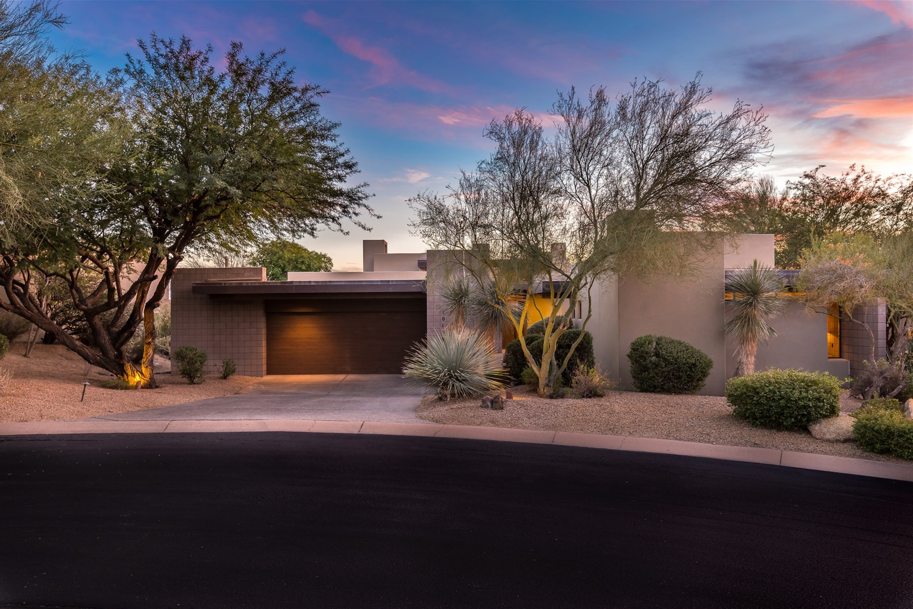 Single Family Home for Sale at Scottsdale home on the 5th fairway of the Apache Golf Course 10519 E Fernwood Ln, Scottsdale, Arizona, 85262 United States