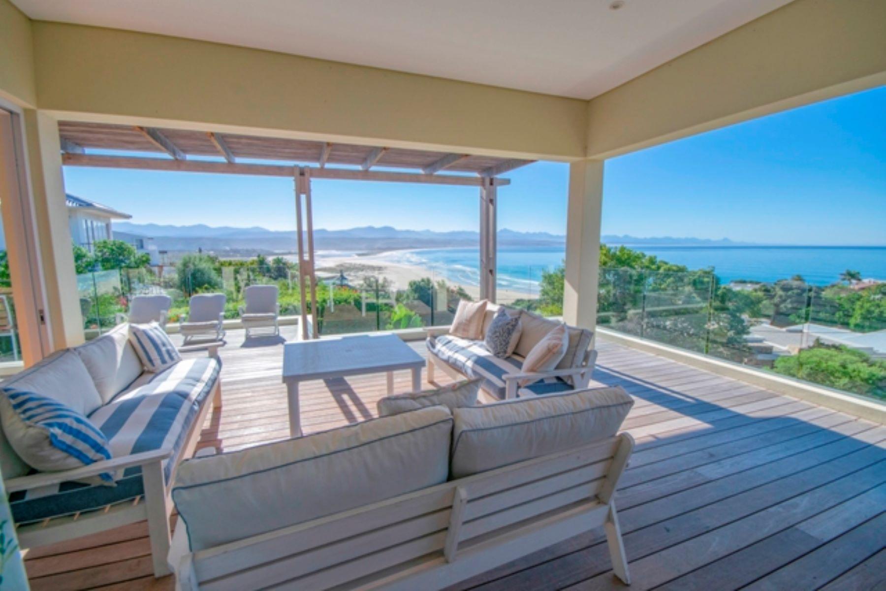 Single Family Homes por un Venta en Furnished Residence with Magnificent Views 9 Gibb Street Plettenberg Bay, Provincia Occidental Del Cabo 6600 Sudáfrica
