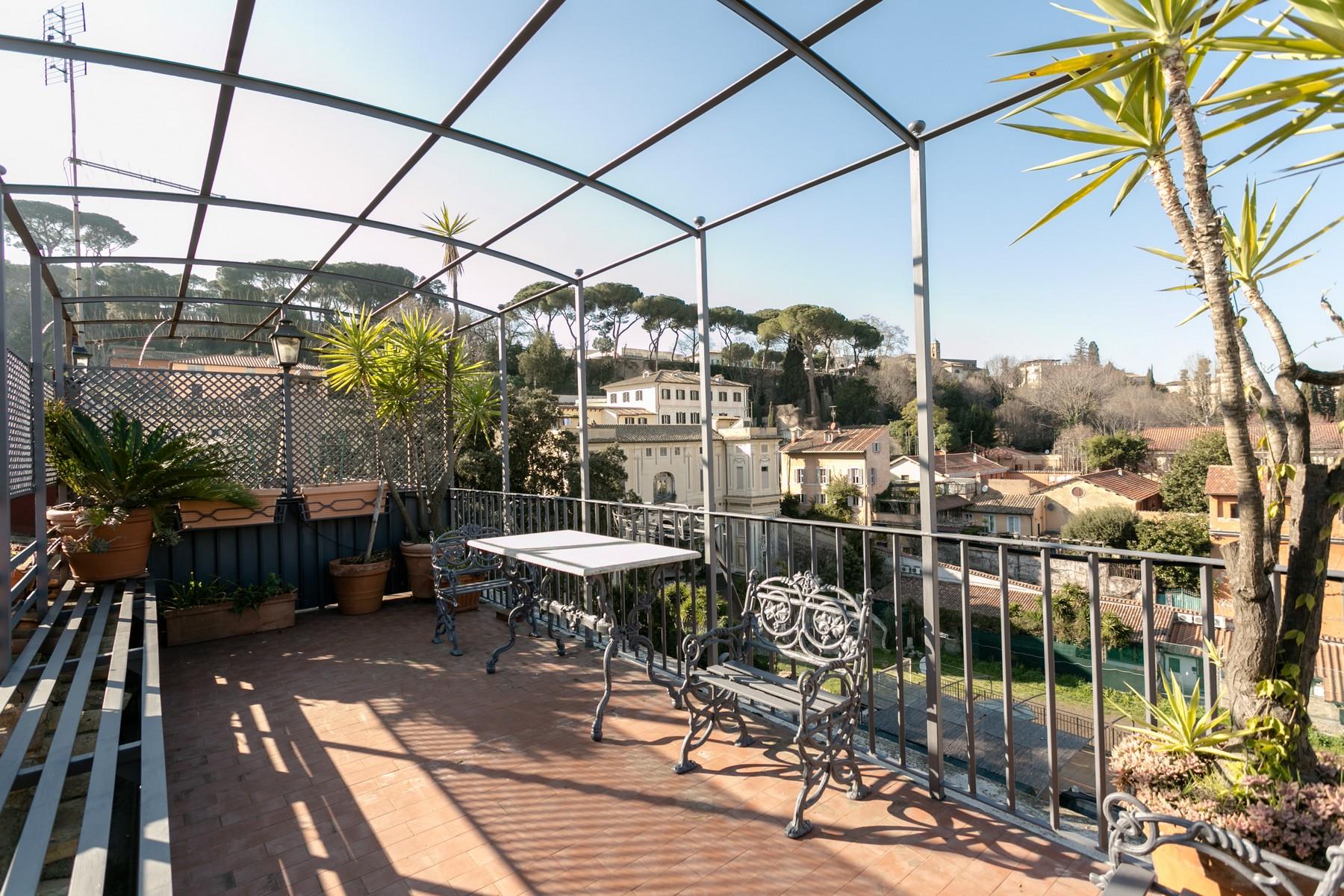 Wohnung für Verkauf beim Penthouse with terrace and carport in Trastevere Via delle Mantellate Rome, Rome, 00165 Italien