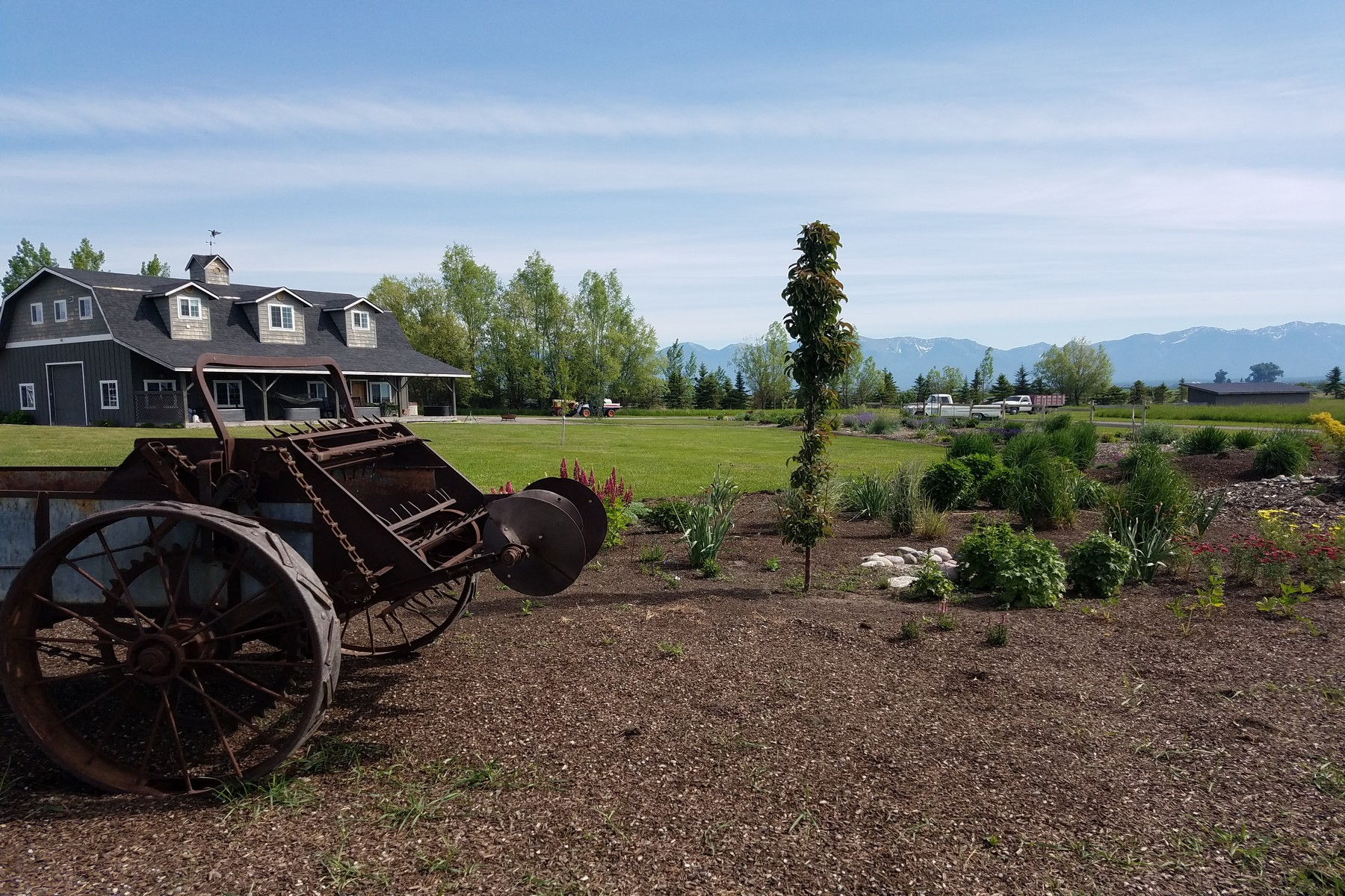 Single Family Home for Active at 611 Migration Rd Somers, Montana 59932 United States