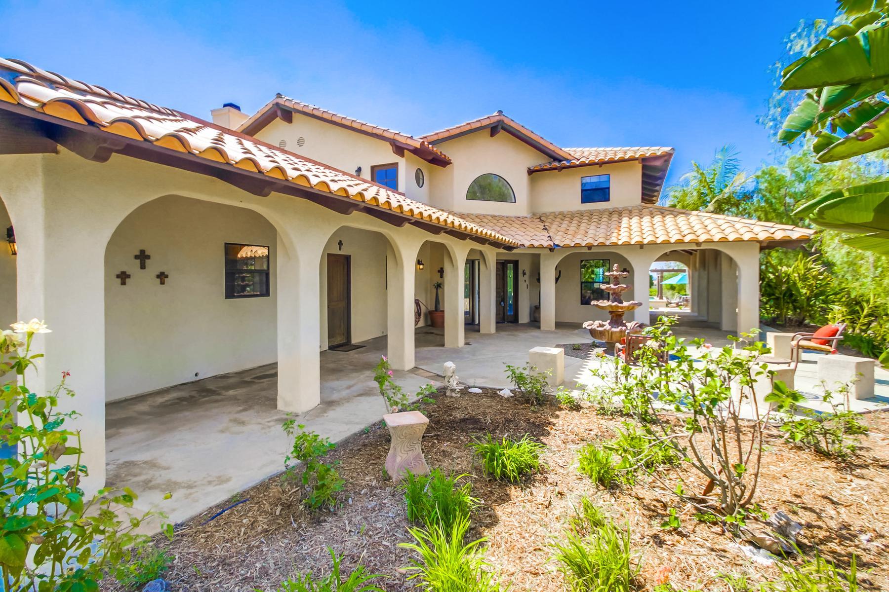 Casa Unifamiliar por un Venta en 688 Rancho Del Cerro Fallbrook, California 92028 Estados Unidos