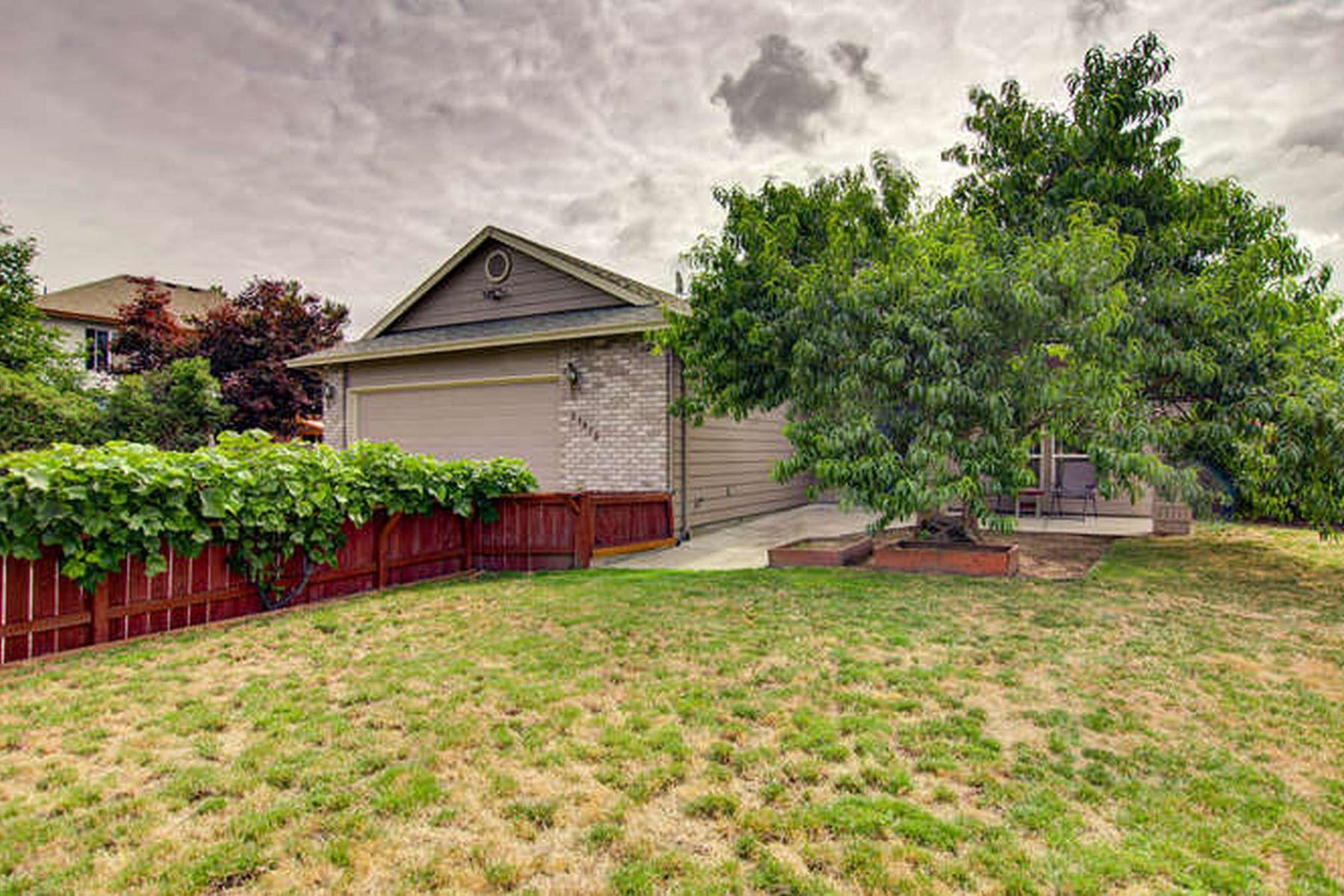 Single Family Homes pour l Vente à Lake Shores Estate in Fairview 21970 NE Fairview Lake Way, Fairview, Oregon 97024 États-Unis