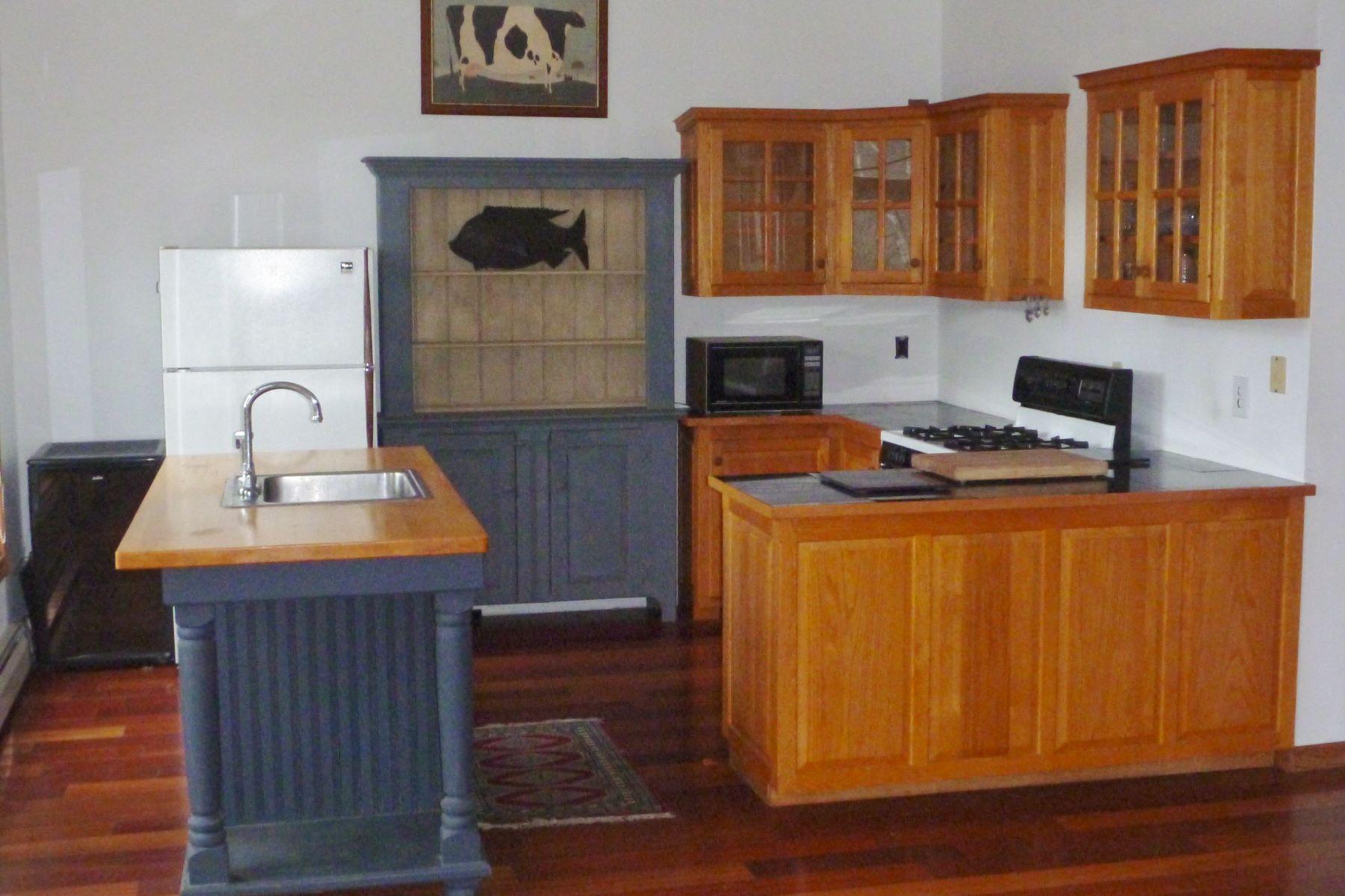 独户住宅 为 销售 在 Victorian with a View 204 Middle, 奇滕登, 佛蒙特州, 05763 美国