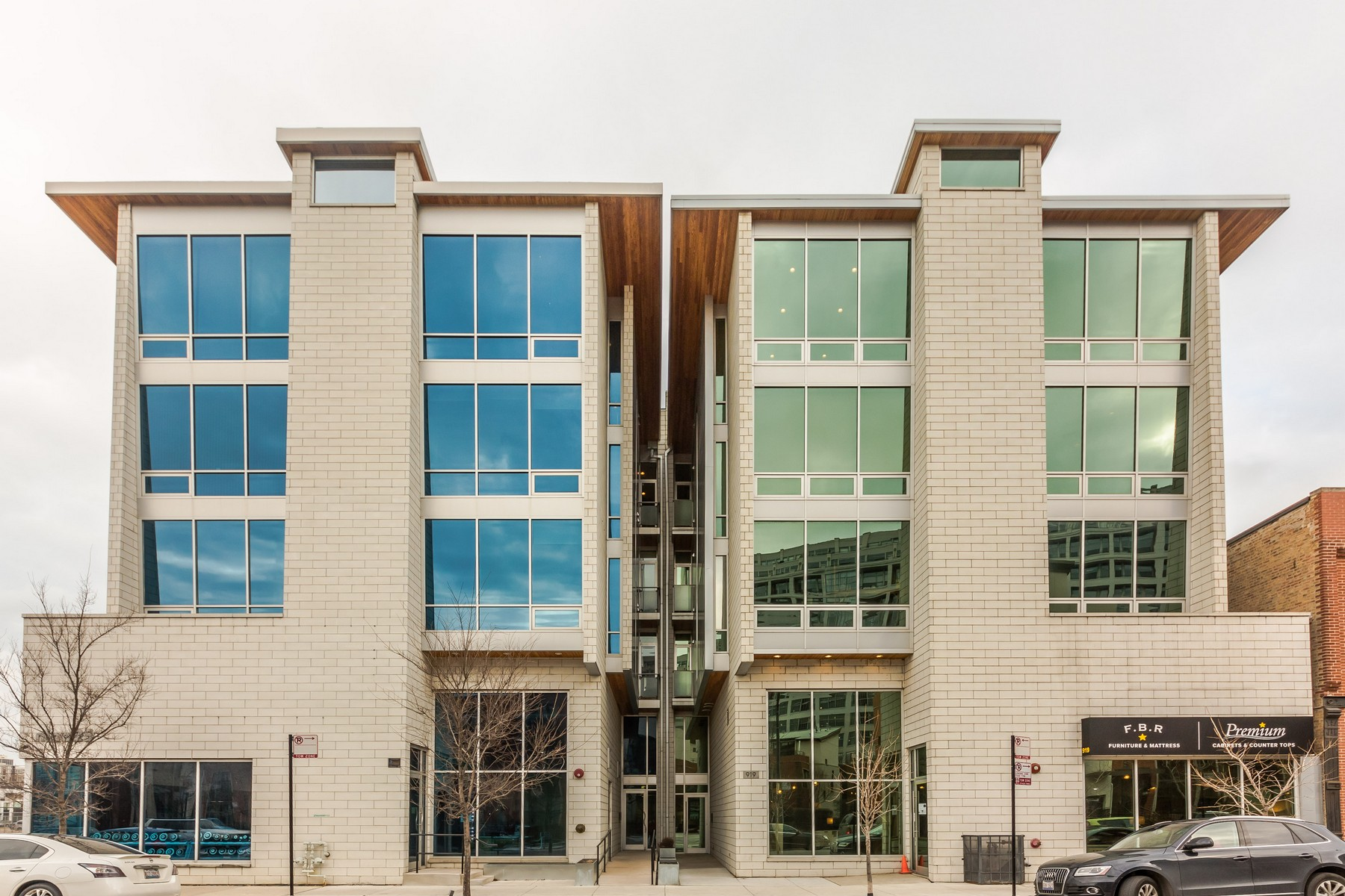 Condominio por un Venta en Extremely Spacious Condo in River West 925 N Larrabee Street Unit 2N Near North Side, Chicago, Illinois, 60610 Estados Unidos