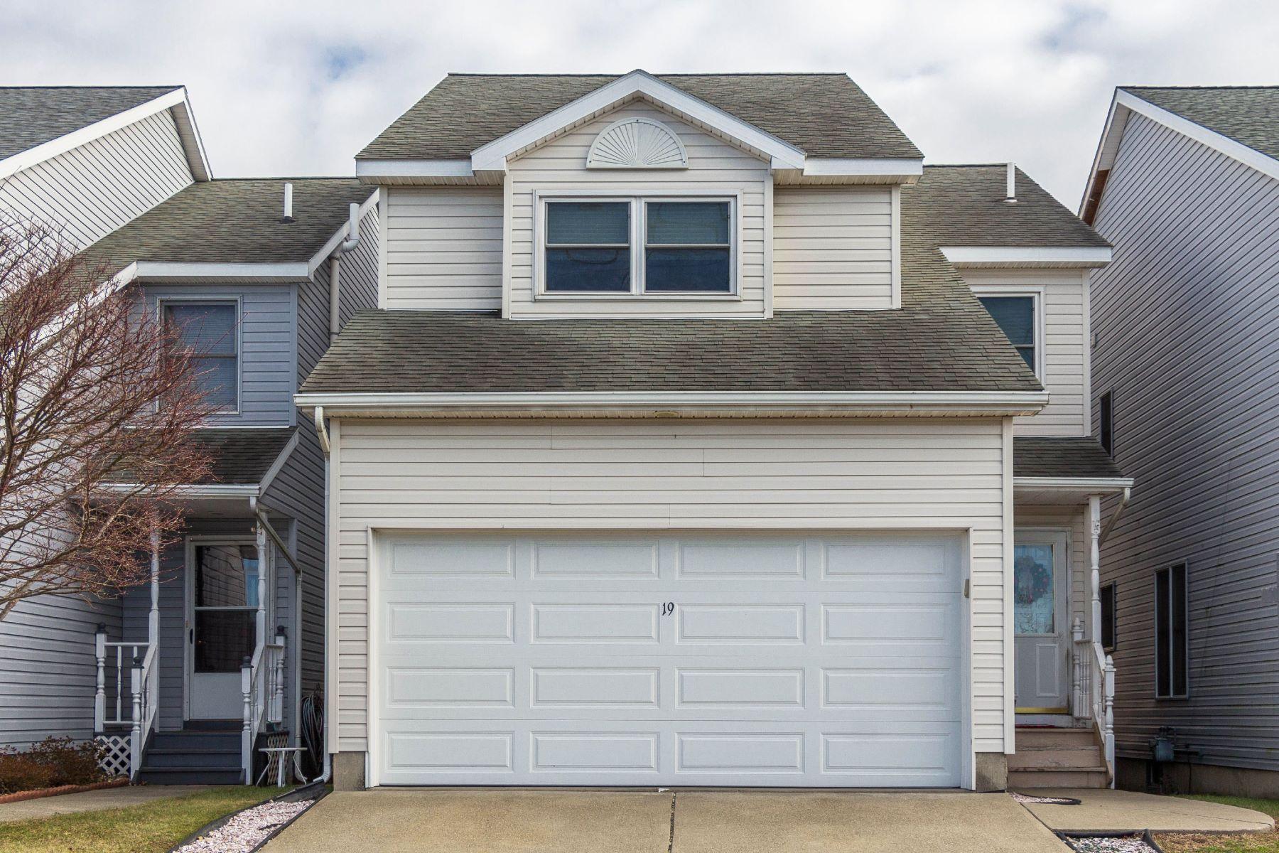 Casa Unifamiliar por un Venta en 19 Cohoes Av, Green Island, NY 12183 19 Cohoes Av Green Island, Nueva York 12183 Estados Unidos