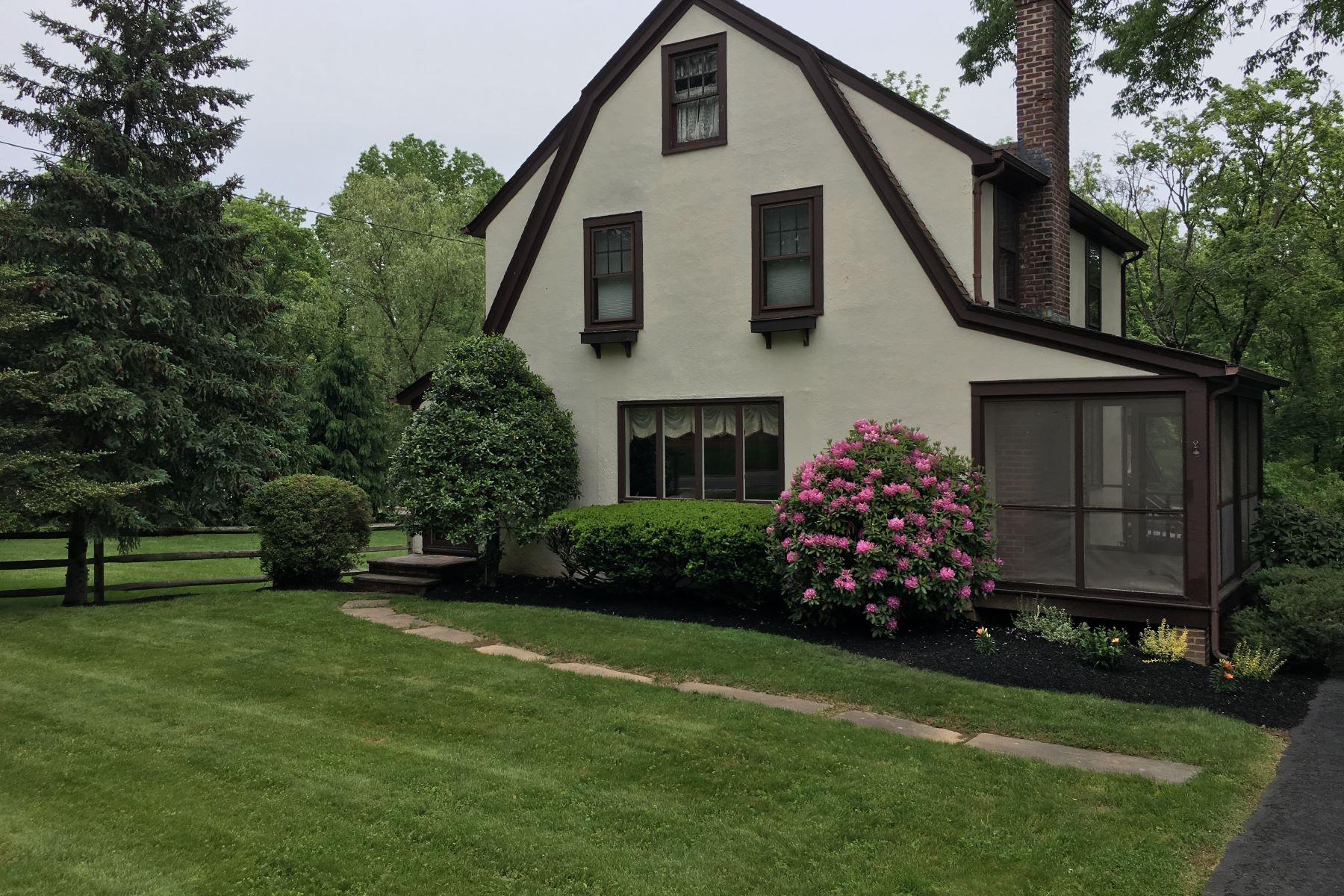 Частный односемейный дом для того Продажа на Charming Colonial Tudor 512 Lyons Road Bernards Township, Нью-Джерси 07920 Соединенные Штаты