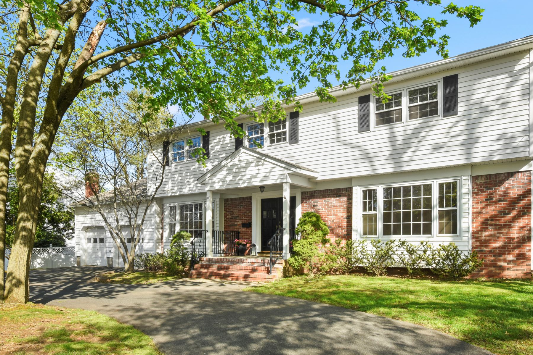 Single Family Homes for Sale at Stately Colonial 22 Ridgedale Avenue Florham Park, New Jersey 07932 United States