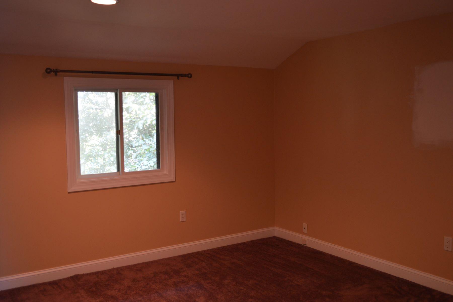 Additional photo for property listing at 988 Woodridge Blvd  Lancaster, Pennsylvania 17601 Estados Unidos