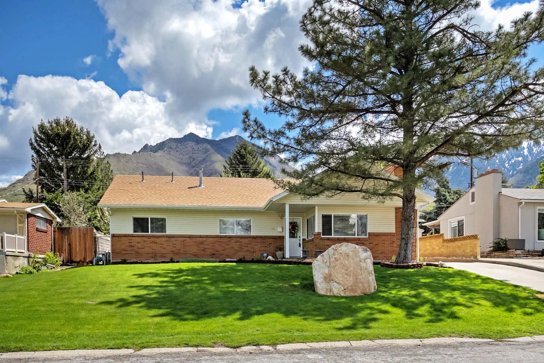 Additional photo for property listing at Rare Olympus Cove 6 Bedroom Rambler 4081 S Achilles Dr Salt Lake City, Utah 84124 United States