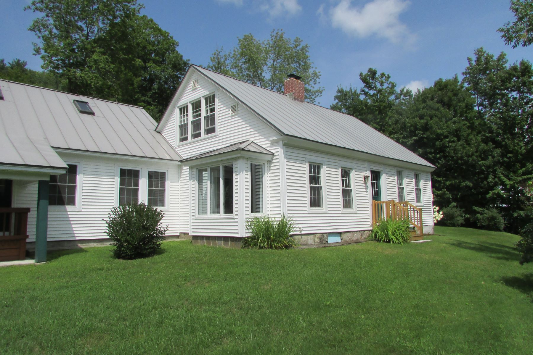Single Family Home for Sale at Three Bedroom Cape in Cornish on 4.5 Acres 528 Townhouse Rd Cornish, New Hampshire 03745 United States