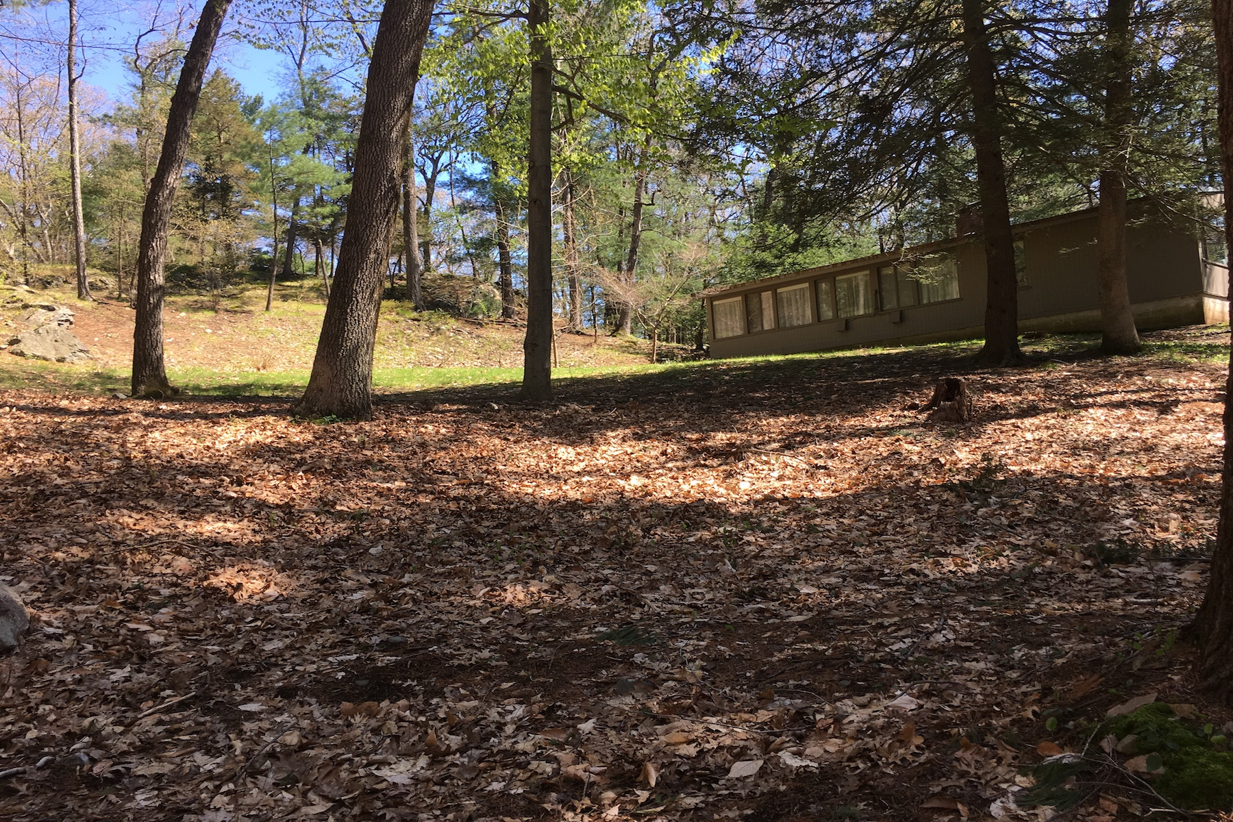 Terreno por un Venta en Wooded Lot With 2.56 Acres 12 Dellbrook Road Weston, Massachusetts 02493 Estados Unidos