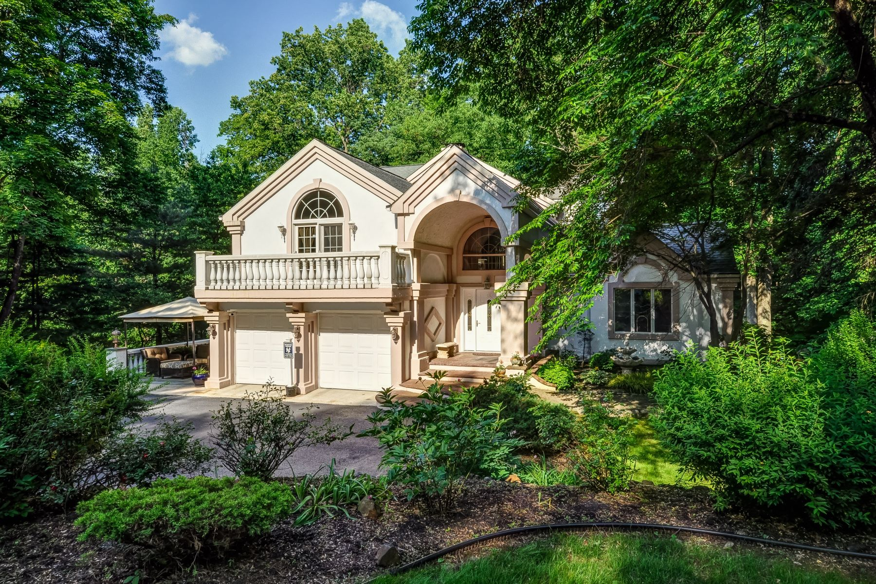 Single Family Homes for Sale at Gracious Custom Colonial 158 Old Stirling Road Warren, New Jersey 07059 United States