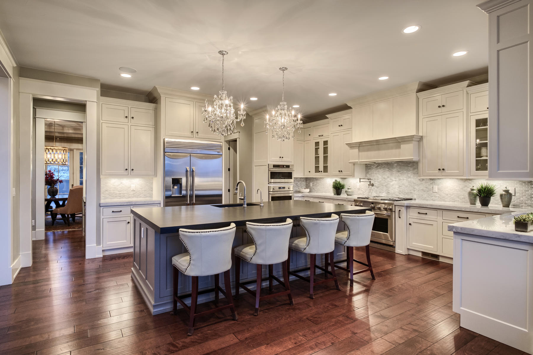 Casa para uma família para Venda às Perched high on a beautiful half acre lot 10815 Wintersong Way Highlands Ranch, Colorado, 80126 Estados Unidos