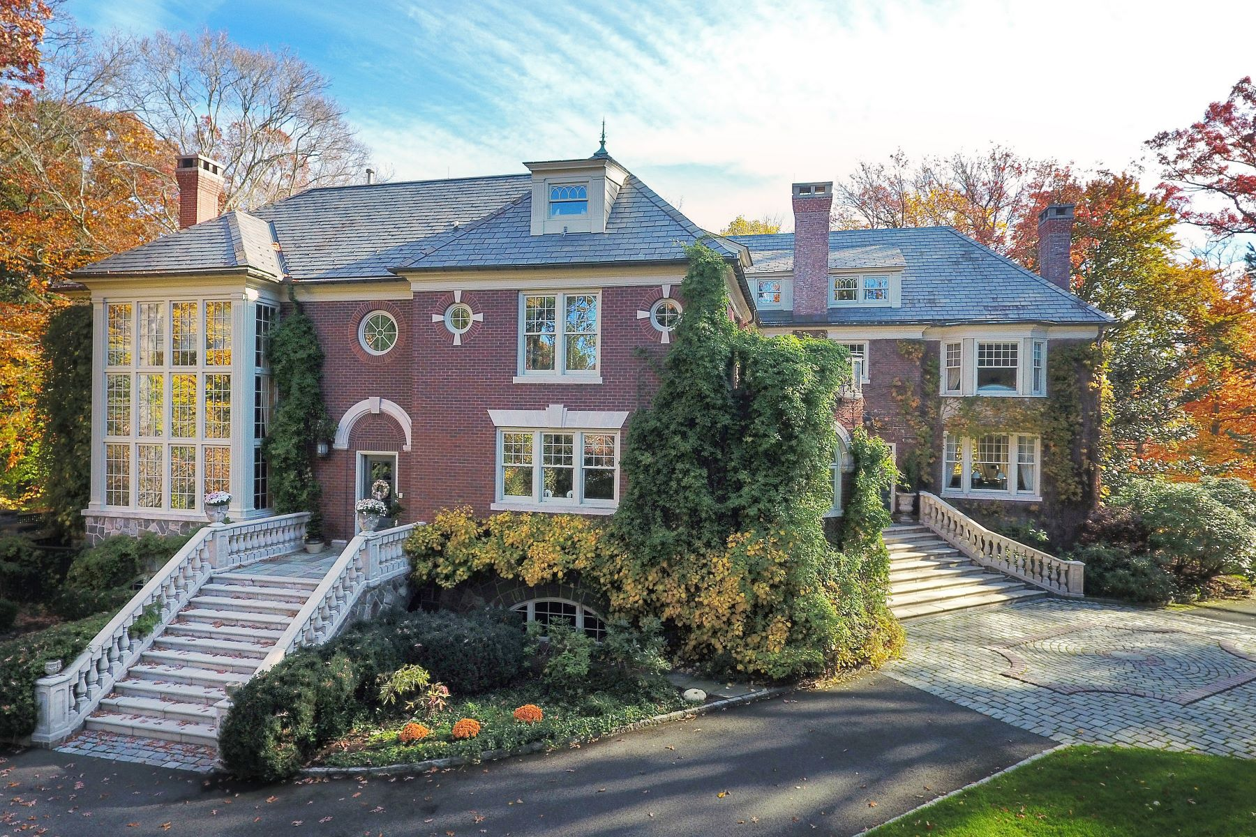 Casa Unifamiliar por un Venta en Elegant Brick Georgian Style Estate. 11 Ridge Road Summit, Nueva Jersey 07 Estados Unidos