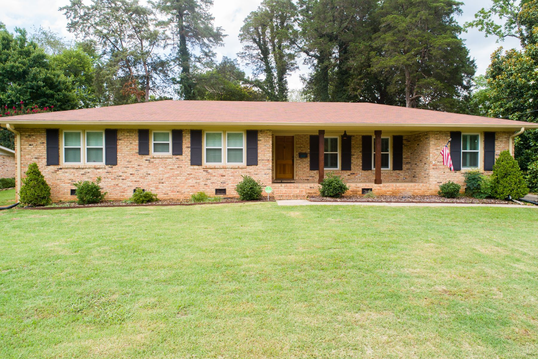Single Family Homes for Active at 202 Homewood Drive Huntsville, Alabama 35801 United States