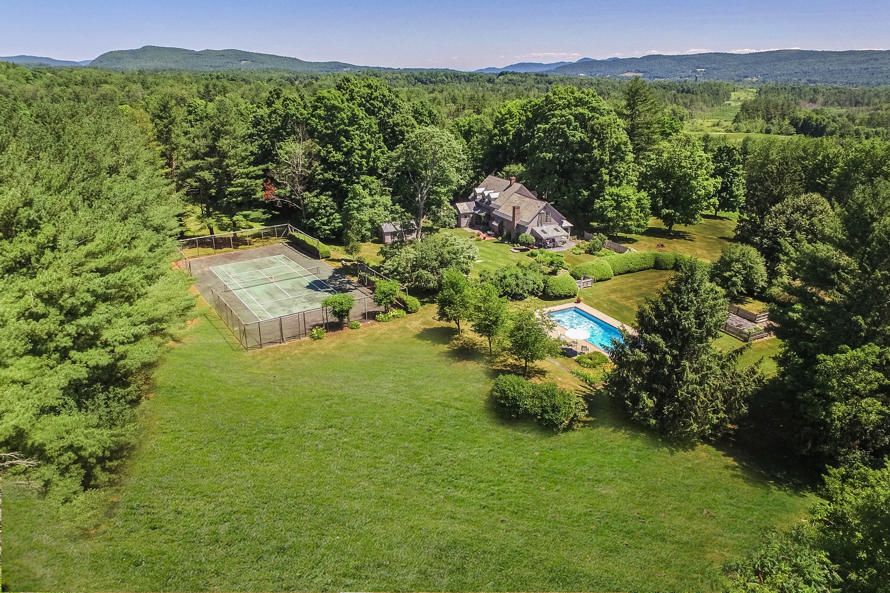 Single Family Homes for Sale at 1800 Restored Cape with acreage and pool 574 Us. Route 4 East Rutland Town, Vermont 05701 United States