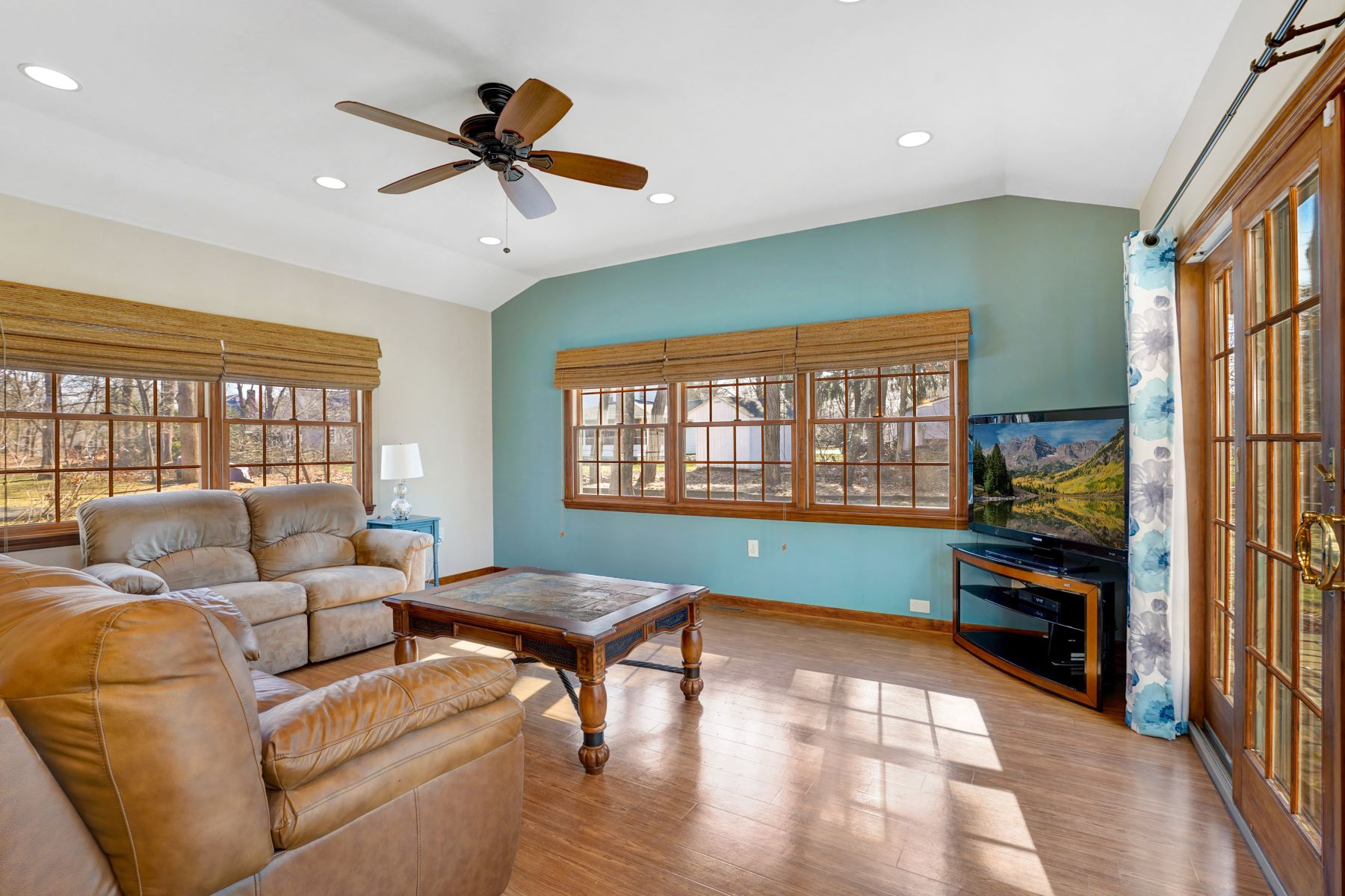 Additional photo for property listing at Wonderful Colonial Home 41 Cutler Road, Morris Plains, New Jersey 07950 United States