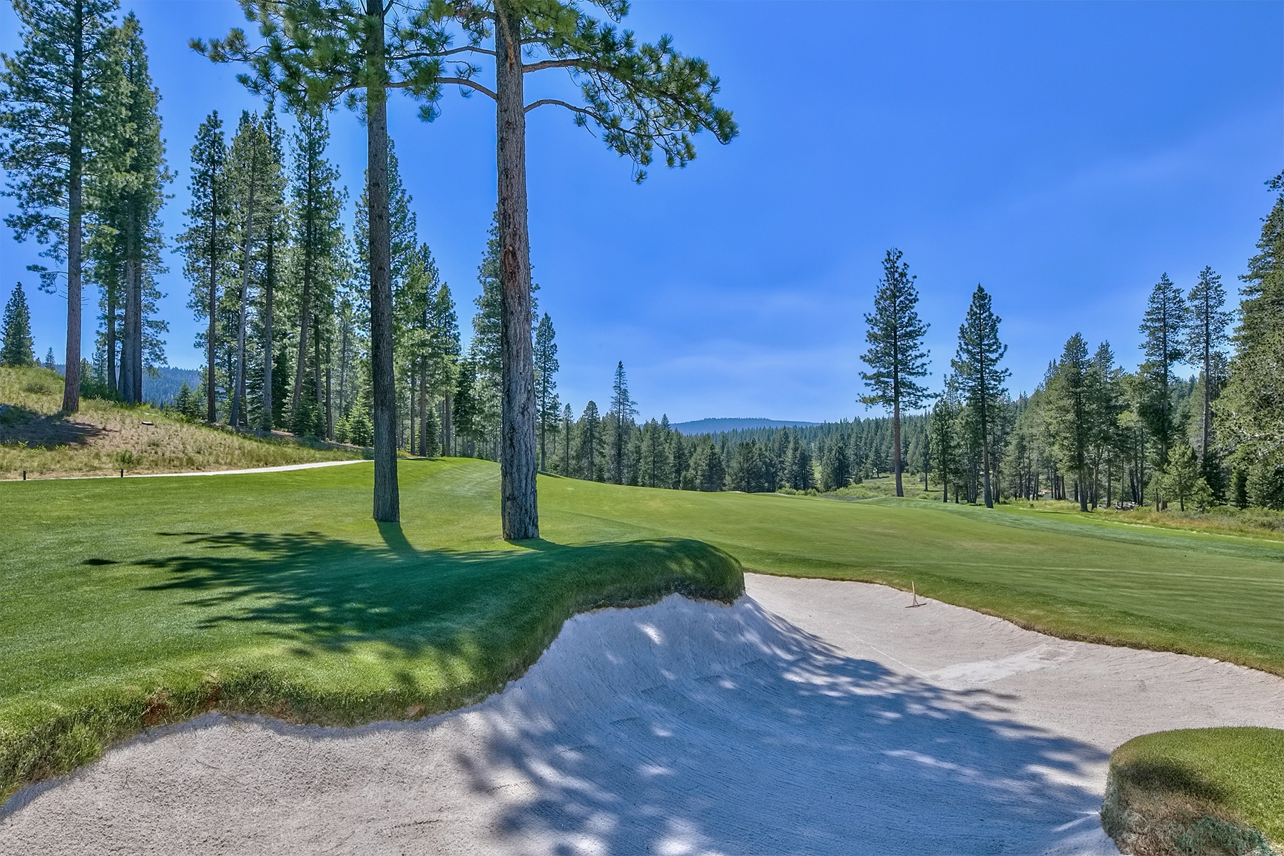 Additional photo for property listing at 8125 Villandry Drive, Truckee, CA 96161 8125 Villandry Drive Truckee, California 96161 United States