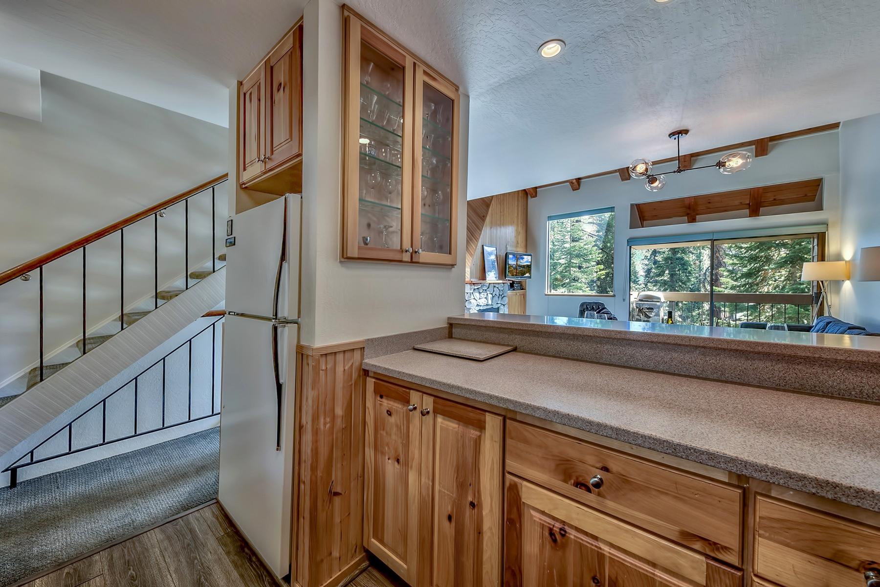 Additional photo for property listing at 5101 North Lake Boulevard #20, Carnelian Bay, CA 5101 North Lake Boulevard #20 Carnelian Bay, California 96140 United States