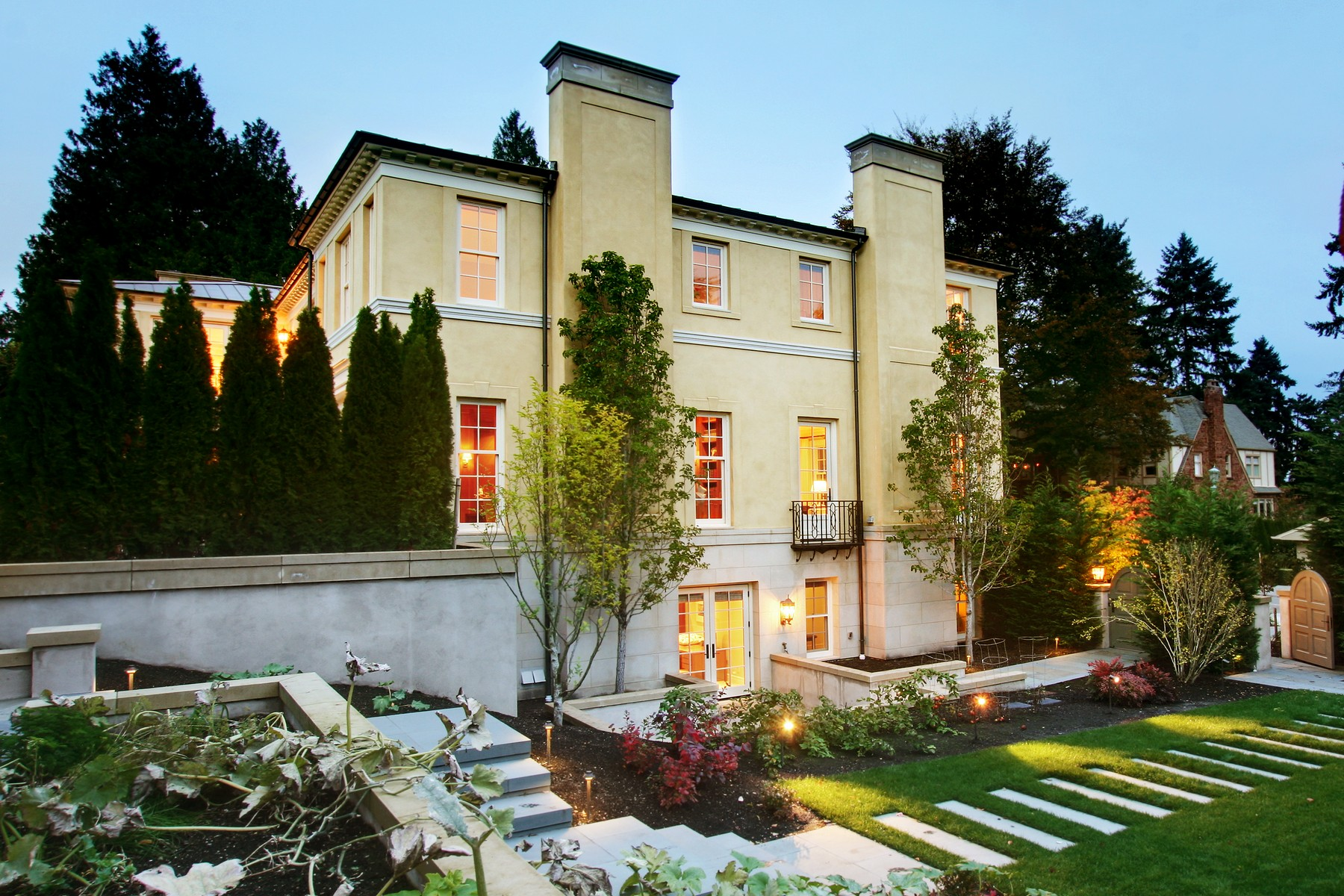 Additional photo for property listing at Modern Georgian Masterpiece in the Heart of Seattle 2001 Broadmoor Drive E Seattle, Washington 98112 United States