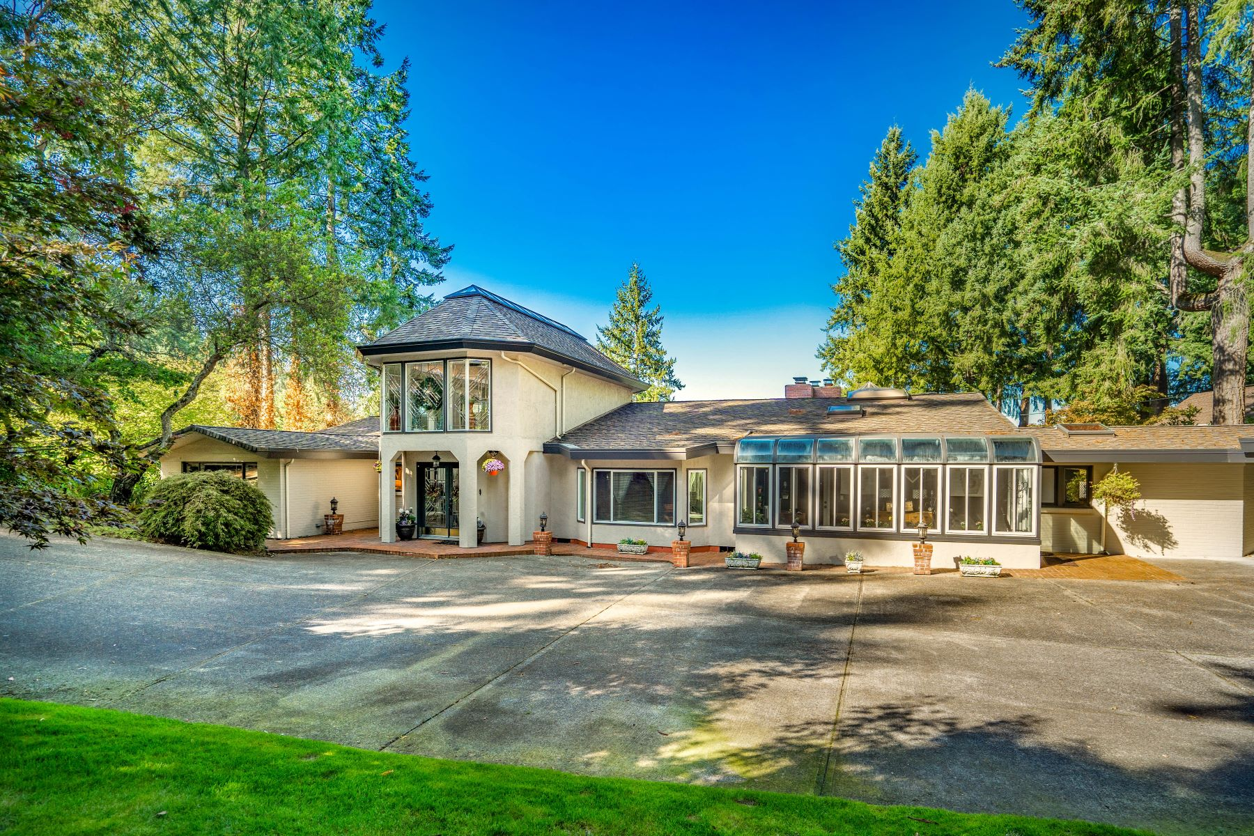Single Family Homes for Sale at TheVillaDelLago.com 12785 Gravelly lake Dr SW Lakewood, Washington 98499 United States
