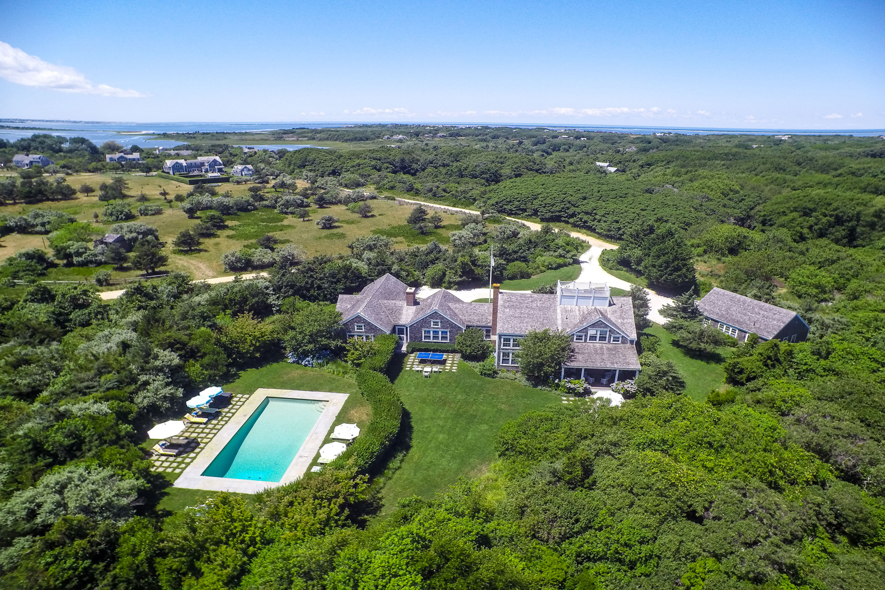 Vivienda unifamiliar por un Venta en Two Dwellings on Three Acres! Nantucket, Massachusetts, 02554 Estados Unidos