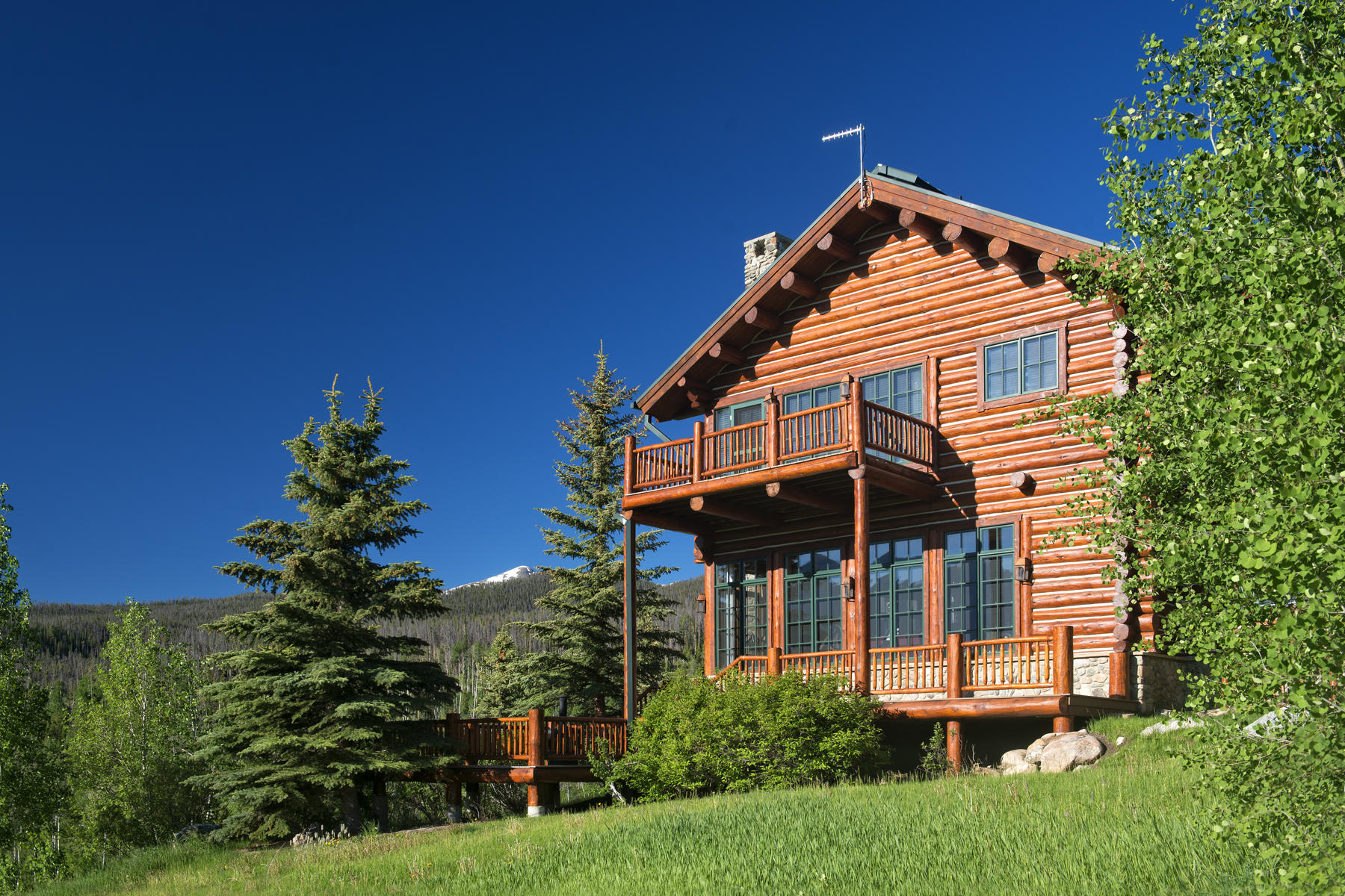 Additional photo for property listing at Private Luxury Horse Ranch on 255 Acres 1800 Triple Creek Ranch Road Silverthorne, Colorado 80498 United States
