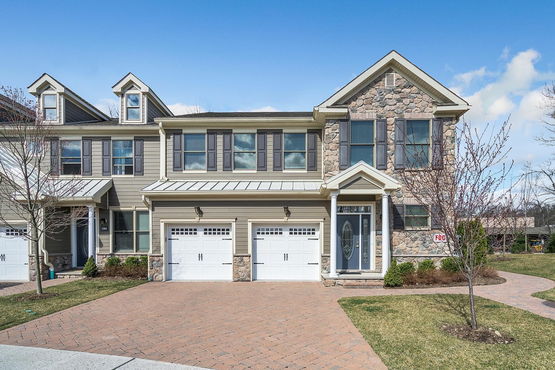 Condominio per Vendita alle ore Desirable 1 Level Living! 1501 Whitney Lane, Allendale, New Jersey 07401 Stati Uniti