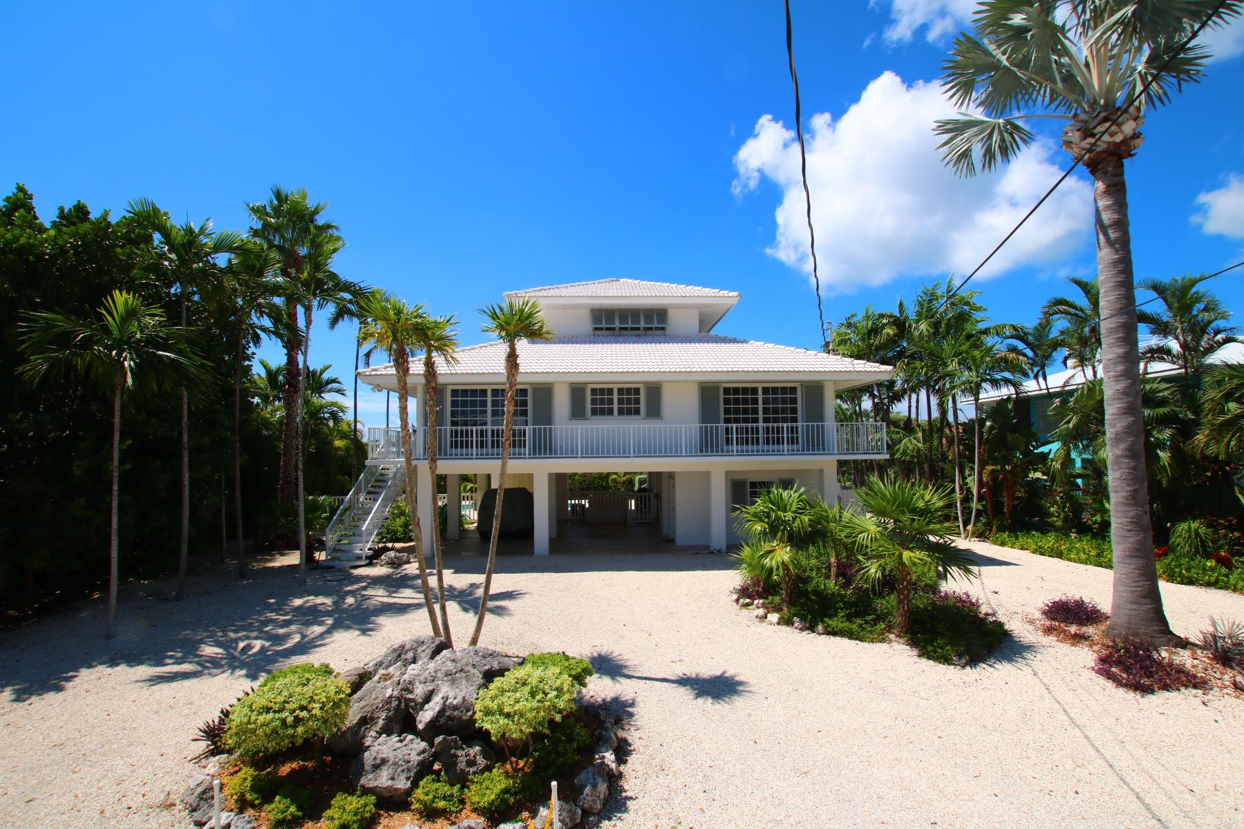 واحد منزل الأسرة للـ Sale في Anglers Dream Home 229 S Anglers Dr Marathon, Florida 33050 United States
