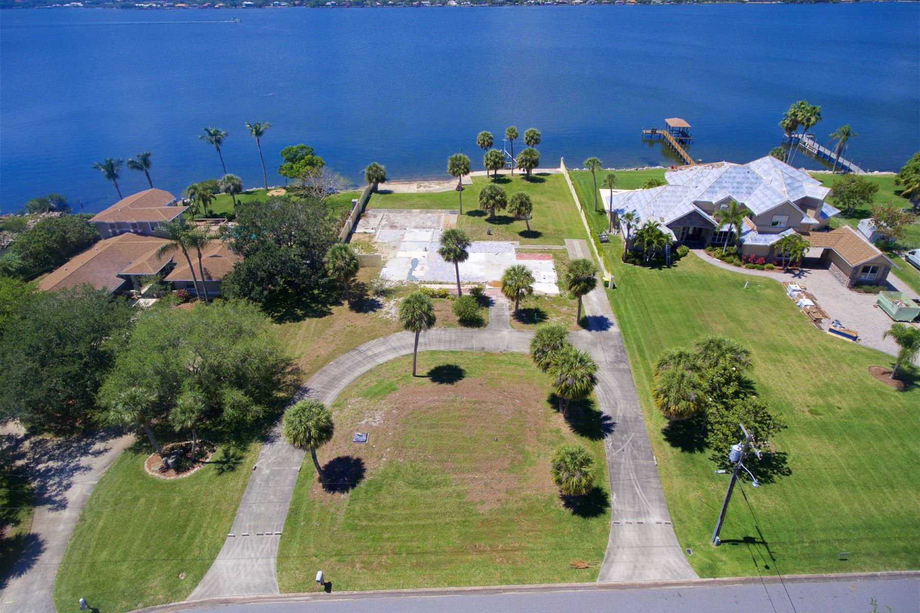 토지 용 매매 에 Premium Waterfront Homesite in Convenient and Manicured Tequesta Harbor 196 Tequesta Harbor Drive Merritt Island, 플로리다 32952 미국