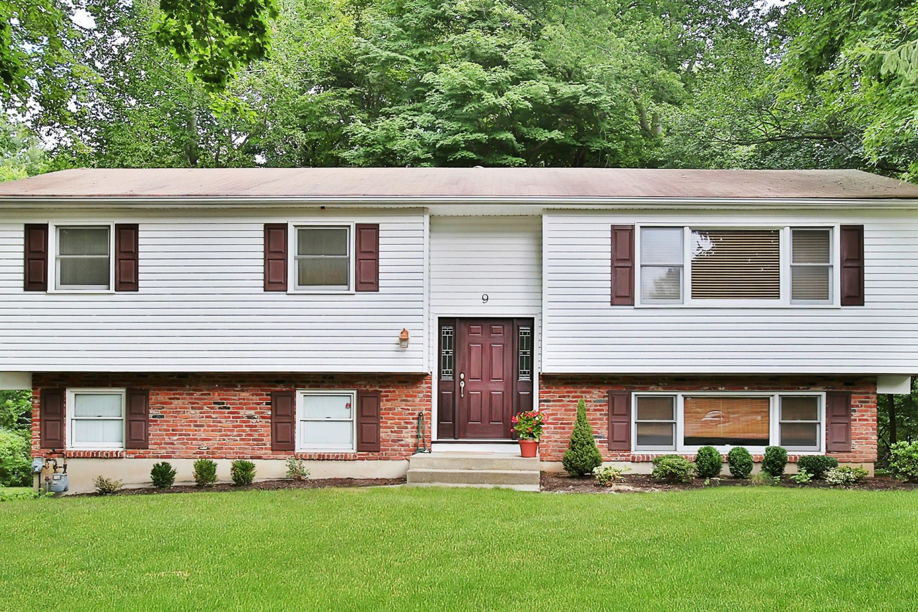 Single Family Home for Sale at Lovely New City Home 9 Verona Court New City, New York 10956 United States