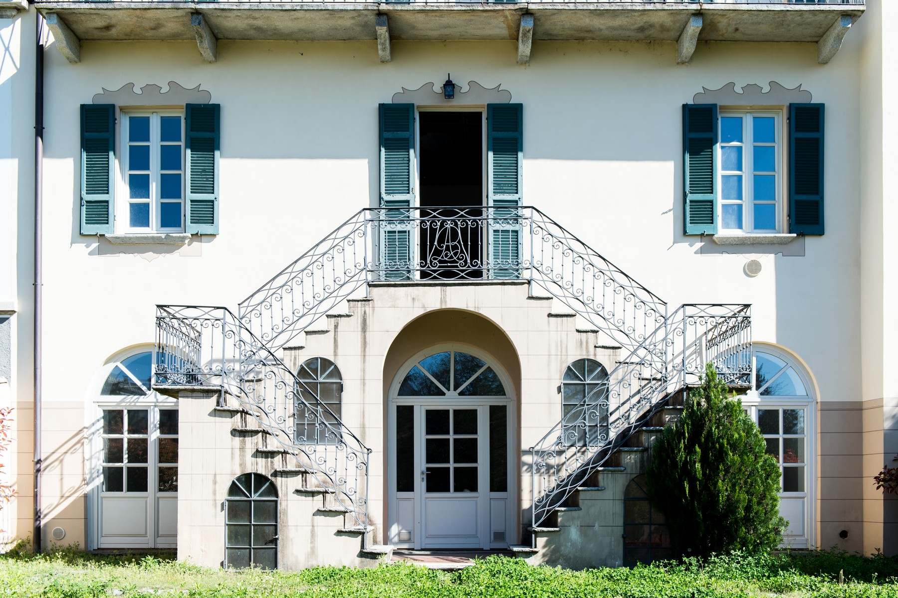 Single Family Home for Sale at Elegant beautifully renovated historical building Via A. Manzoni Luino, Varese 21016 Italy