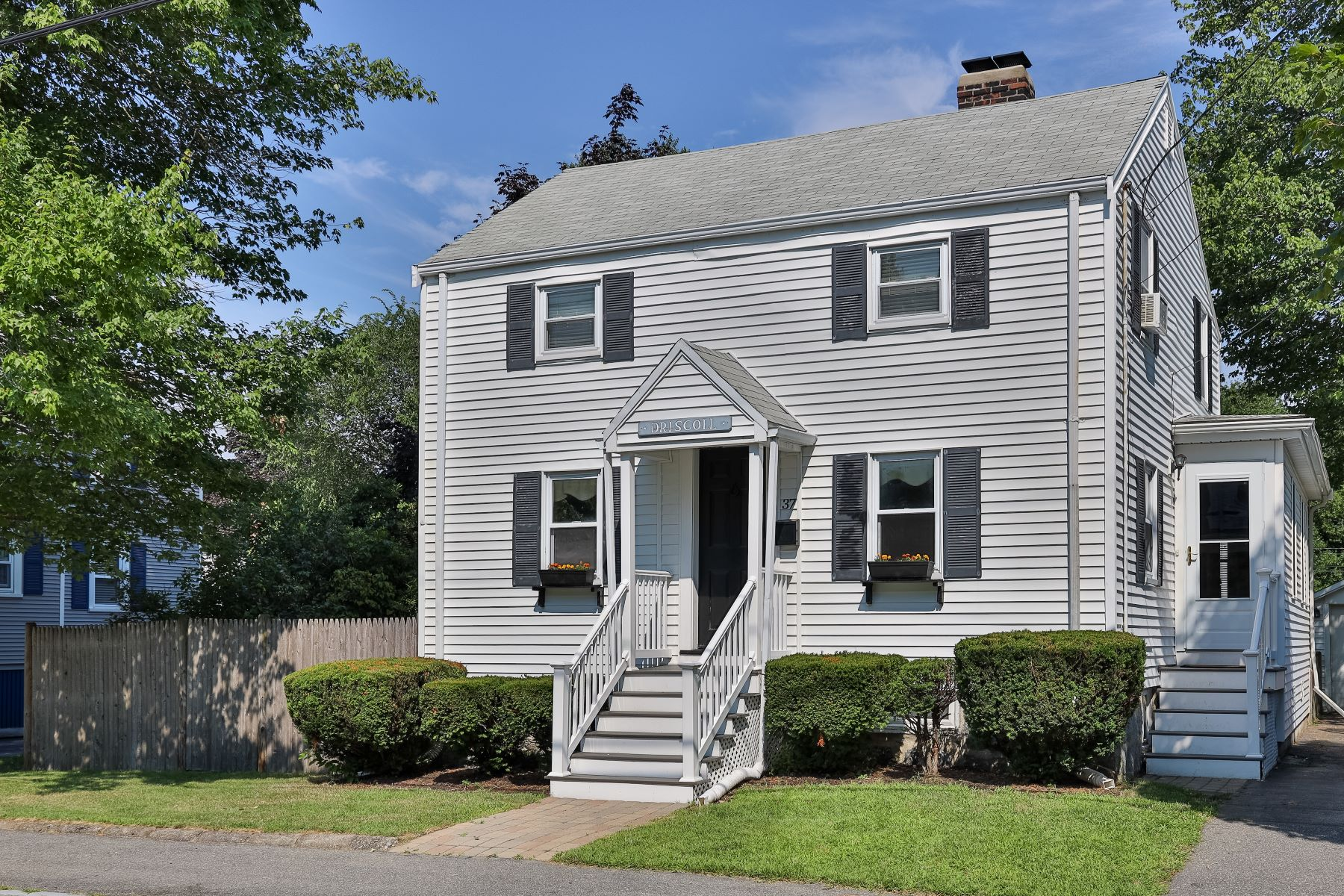 Single Family Homes for Sale at 37 Staten Road, Braintree 37 Staten Road Braintree, Massachusetts 02184 United States