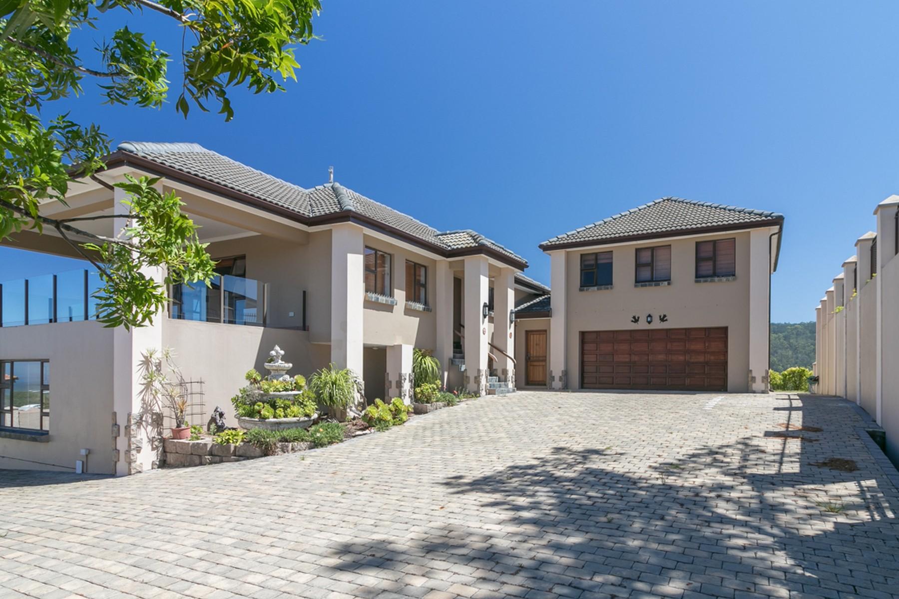Single Family Homes por un Venta en 5 Palm Grove, Zeegezicht, Sedgefield, Garden Route Sedgefield, Provincia Occidental Del Cabo 6573 Sudáfrica