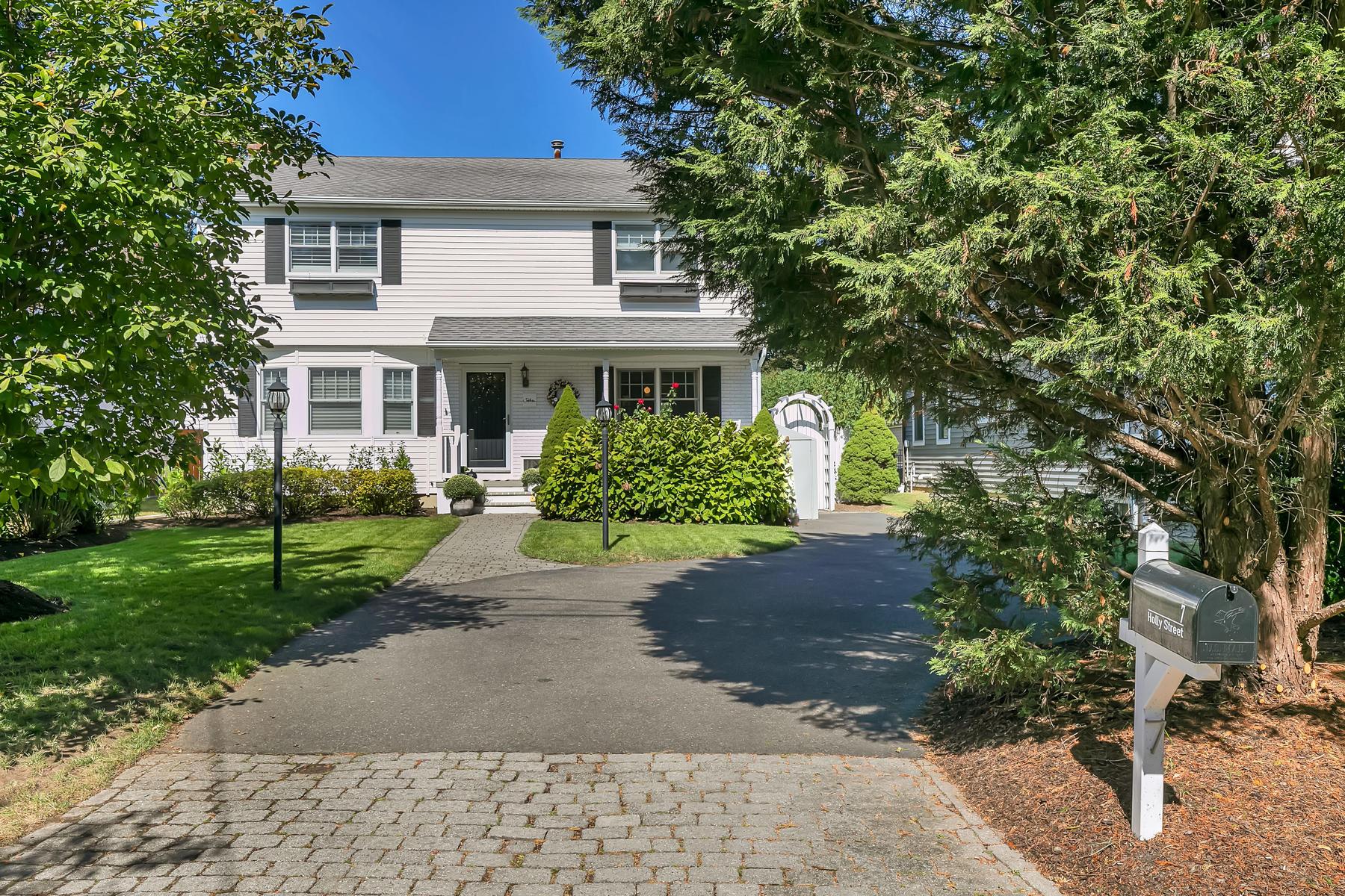 Single Family Homes für Verkauf beim Cool Modern Vibe with Chic Design 7 Holly Street, Rumson, New Jersey 07760 Vereinigte Staaten
