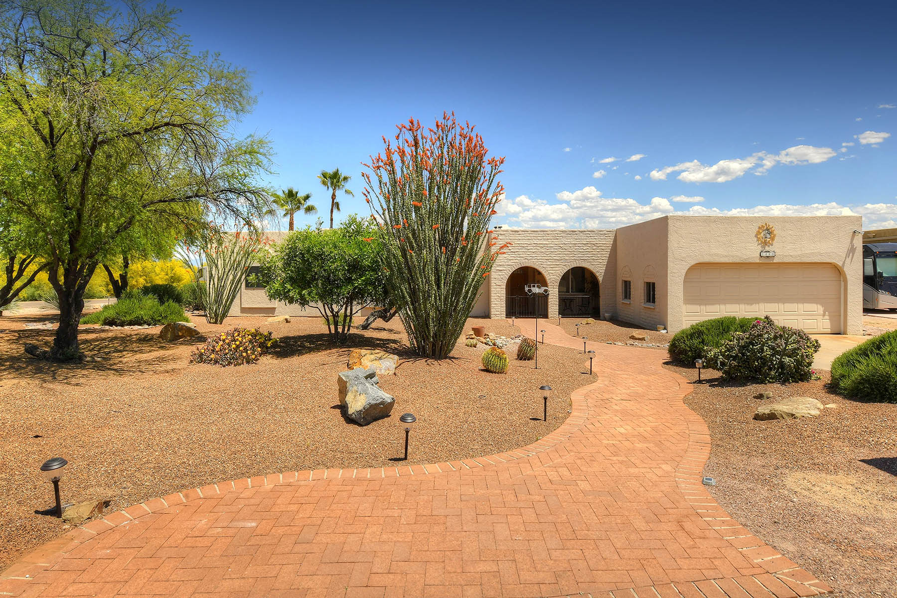 Single Family Homes for Active at Beautifully Landscaped on a Corner Lot with Tremendous Privacy 1440 N. La Luna Green Valley, Arizona 85614 United States
