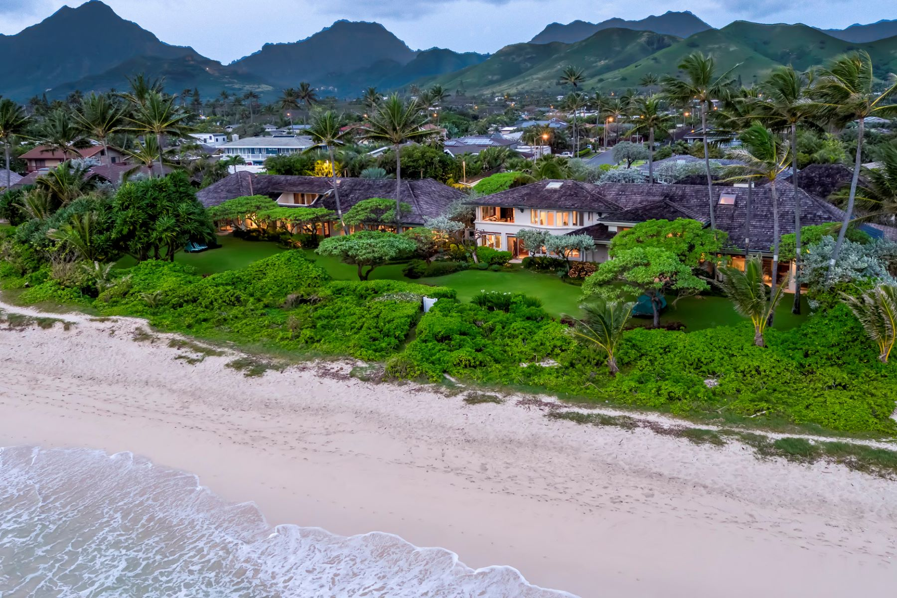 "Single Family Homes para Venda às Kai Moena ""House of the Resting Sea"", Ocean Front, Beach Front 145 Kailuana Loop, Kailua, Havaí 96734 Estados Unidos"