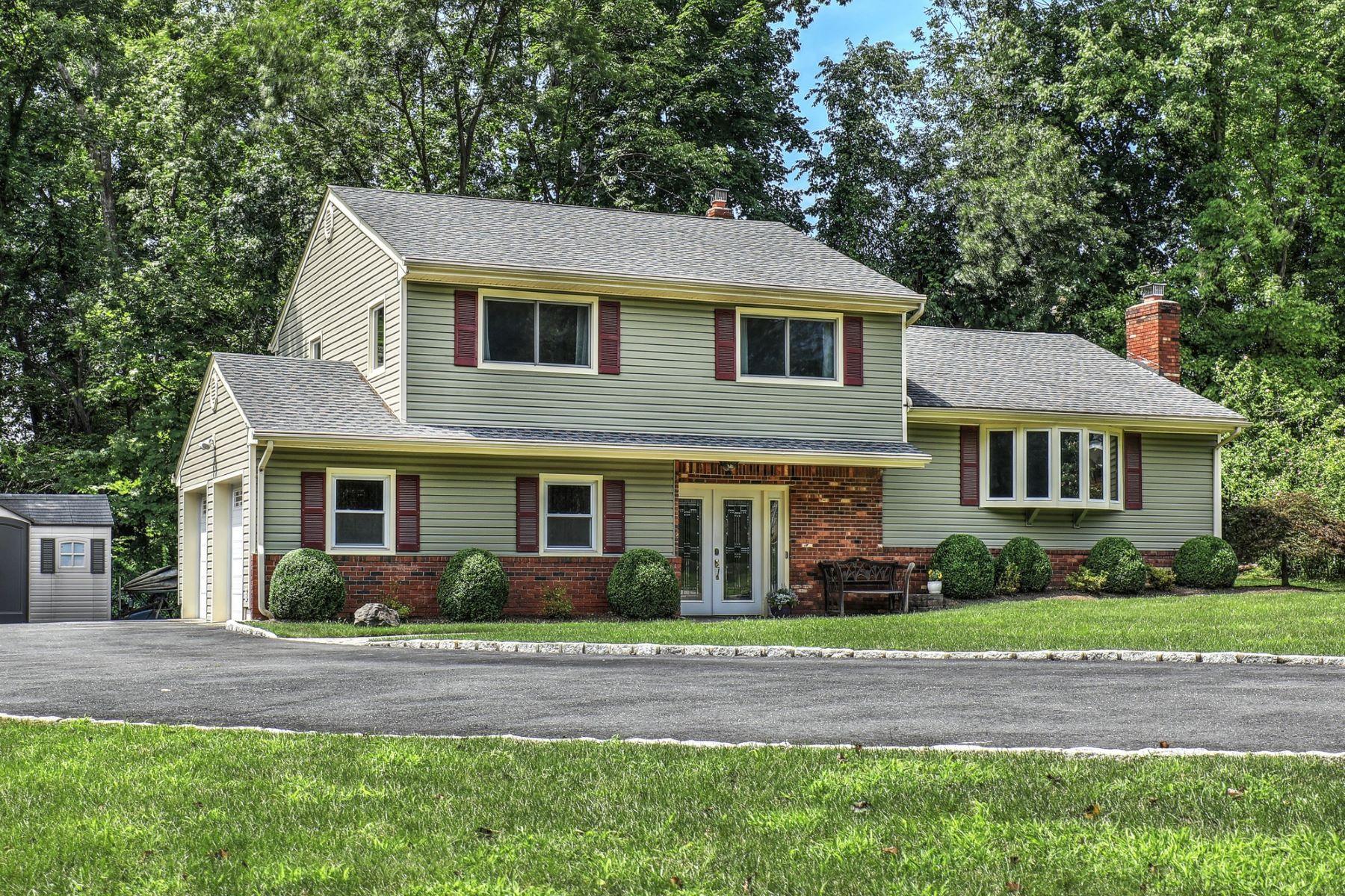 Single Family Homes por un Venta en Beautifully Updated! 28 Robert Street Parsippany, Nueva Jersey 07054 Estados Unidos