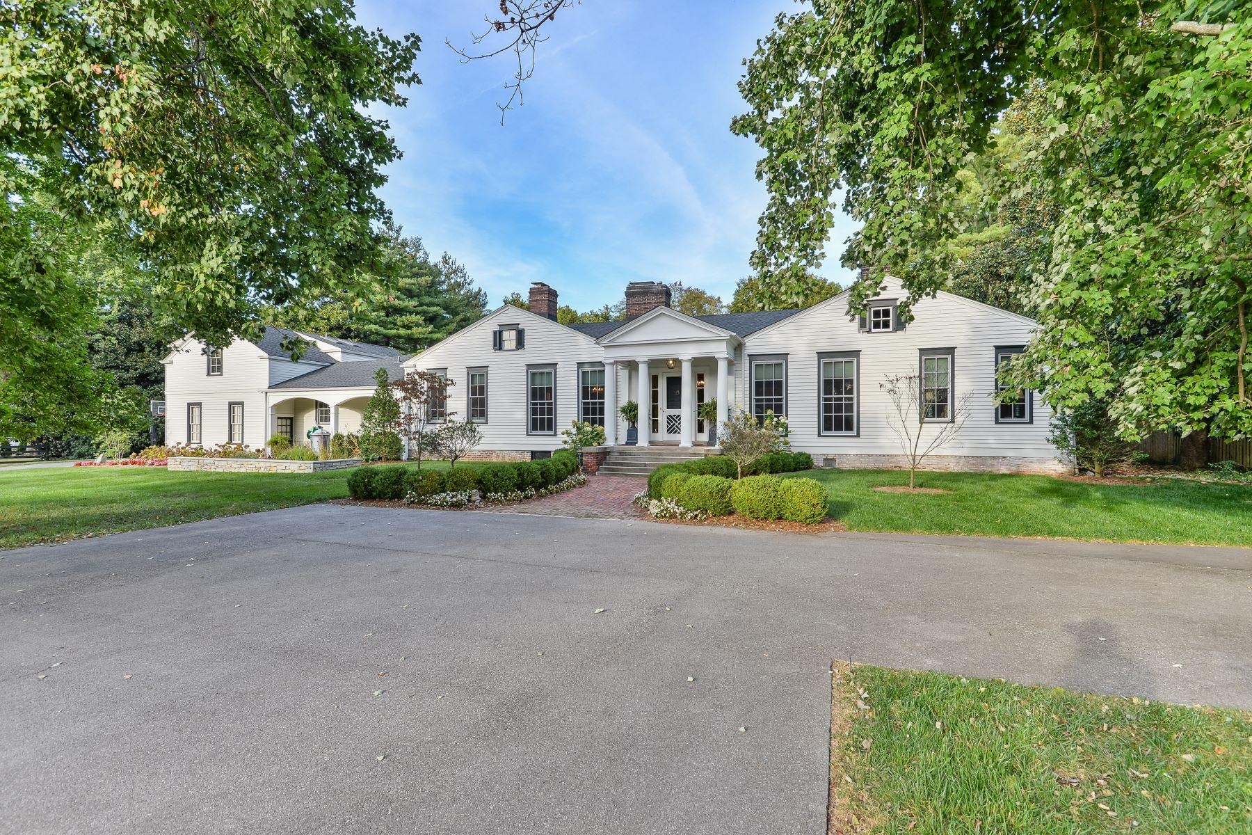 Single Family Homes pour l Vente à 213 Blankenbaker Lane Louisville, Kentucky 40207 États-Unis