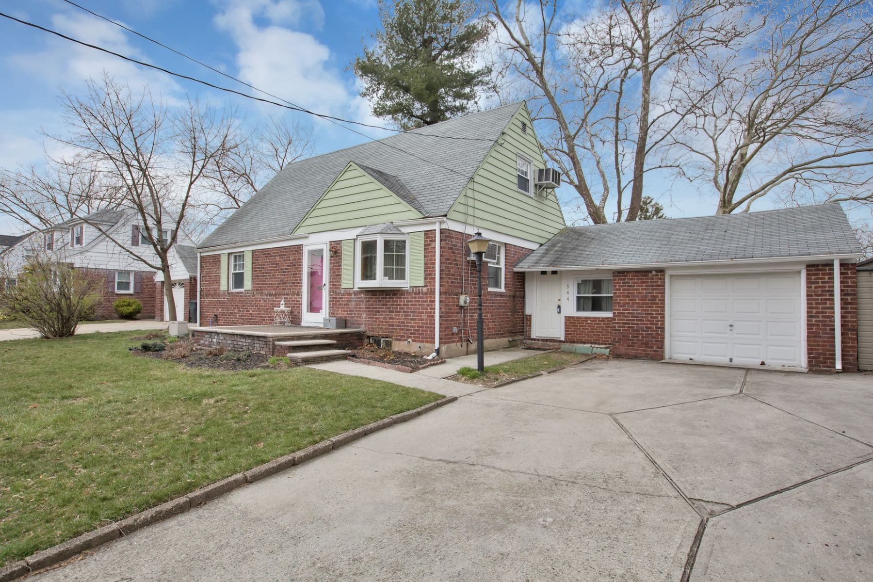 Single Family Home for Sale at Updated Home! 544 Ryeside Ave, New Milford, New Jersey 07646 United States