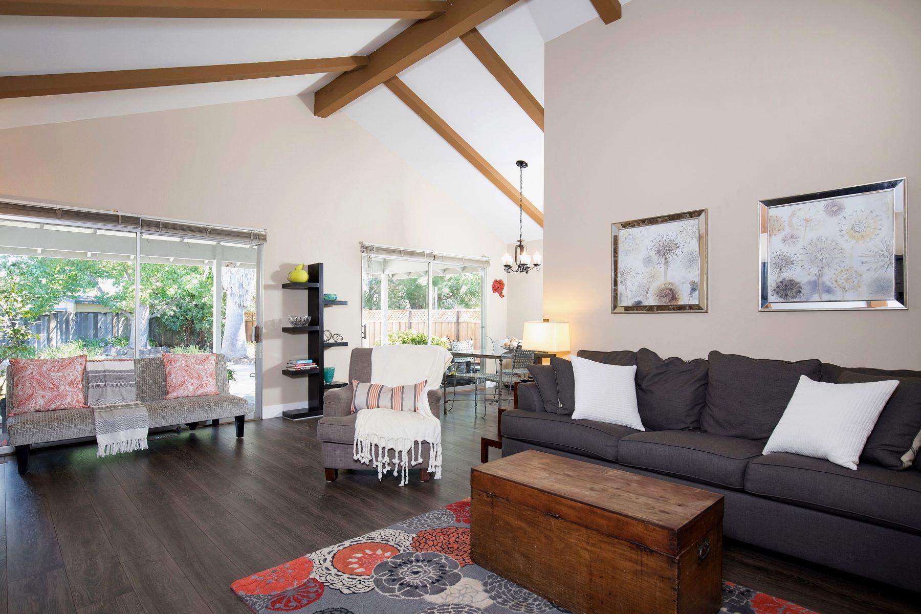 Casa Unifamiliar por un Venta en Sought After Location 2542 Appaloosa Court Walnut Creek, California 94596 Estados Unidos