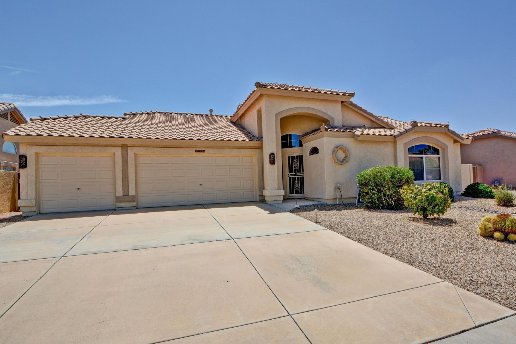 Single Family Homes por un Venta en Westbrook Village 8427 W TONTO LN Peoria, Arizona 85382 Estados Unidos
